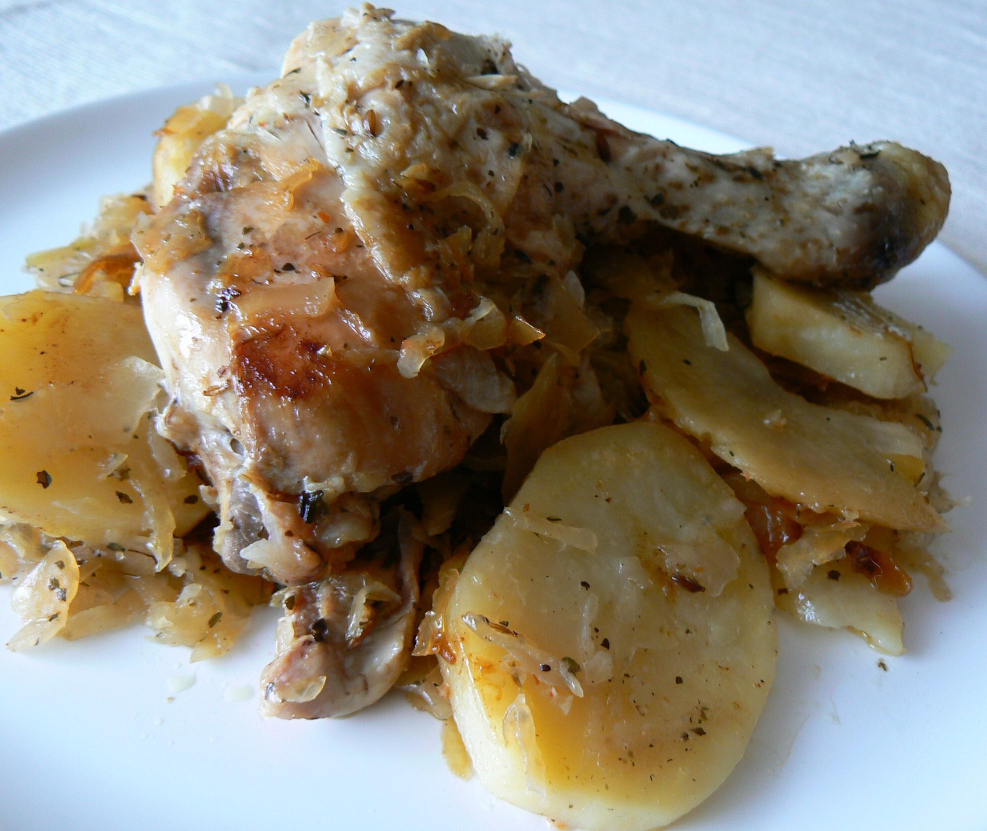 Kuře s bramborem na zelí