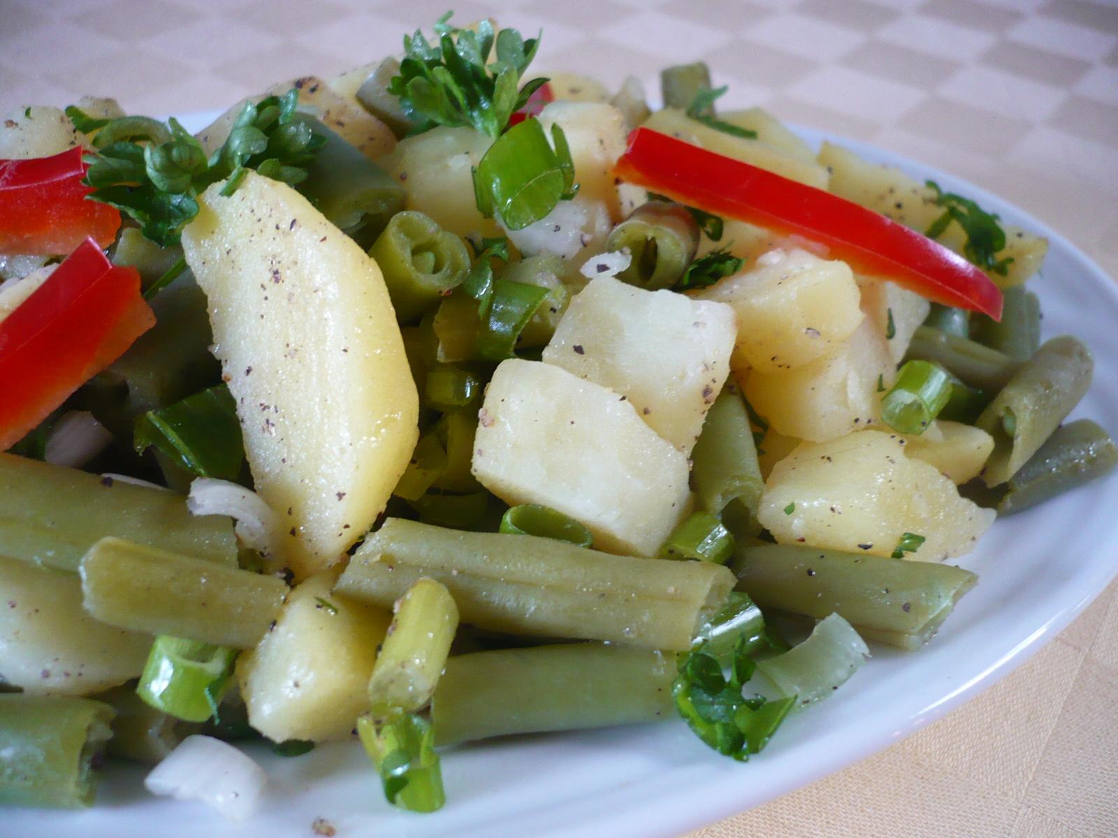 Bramborovo-fazolkový salát