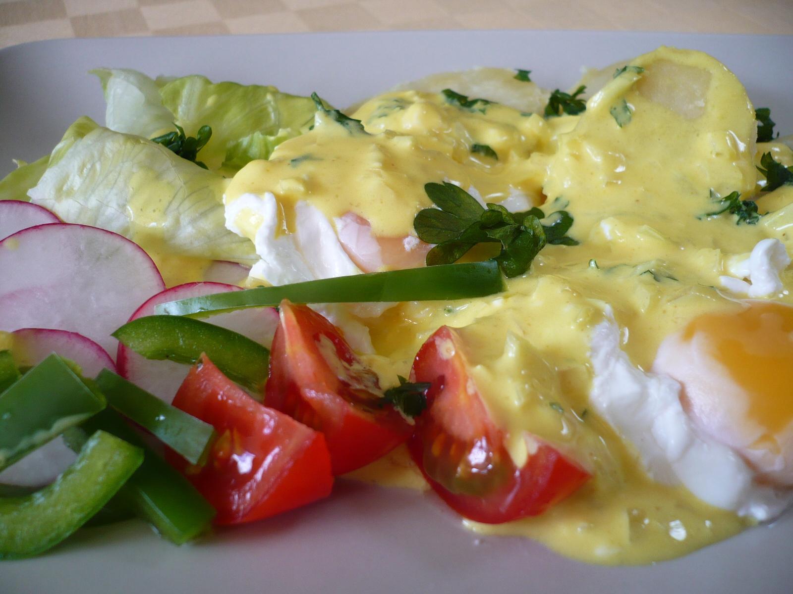 Ztracená vejce s bramborem a kari omáčkou