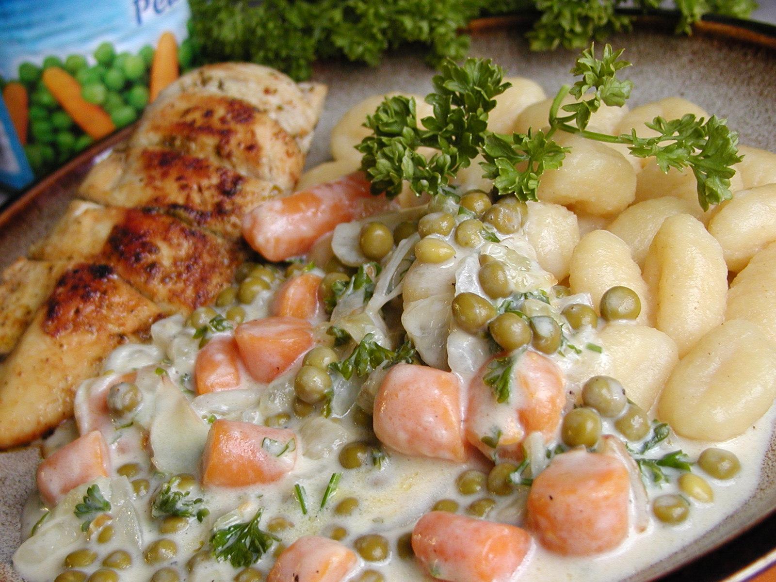 Gnocchi s hráškem a mrkví