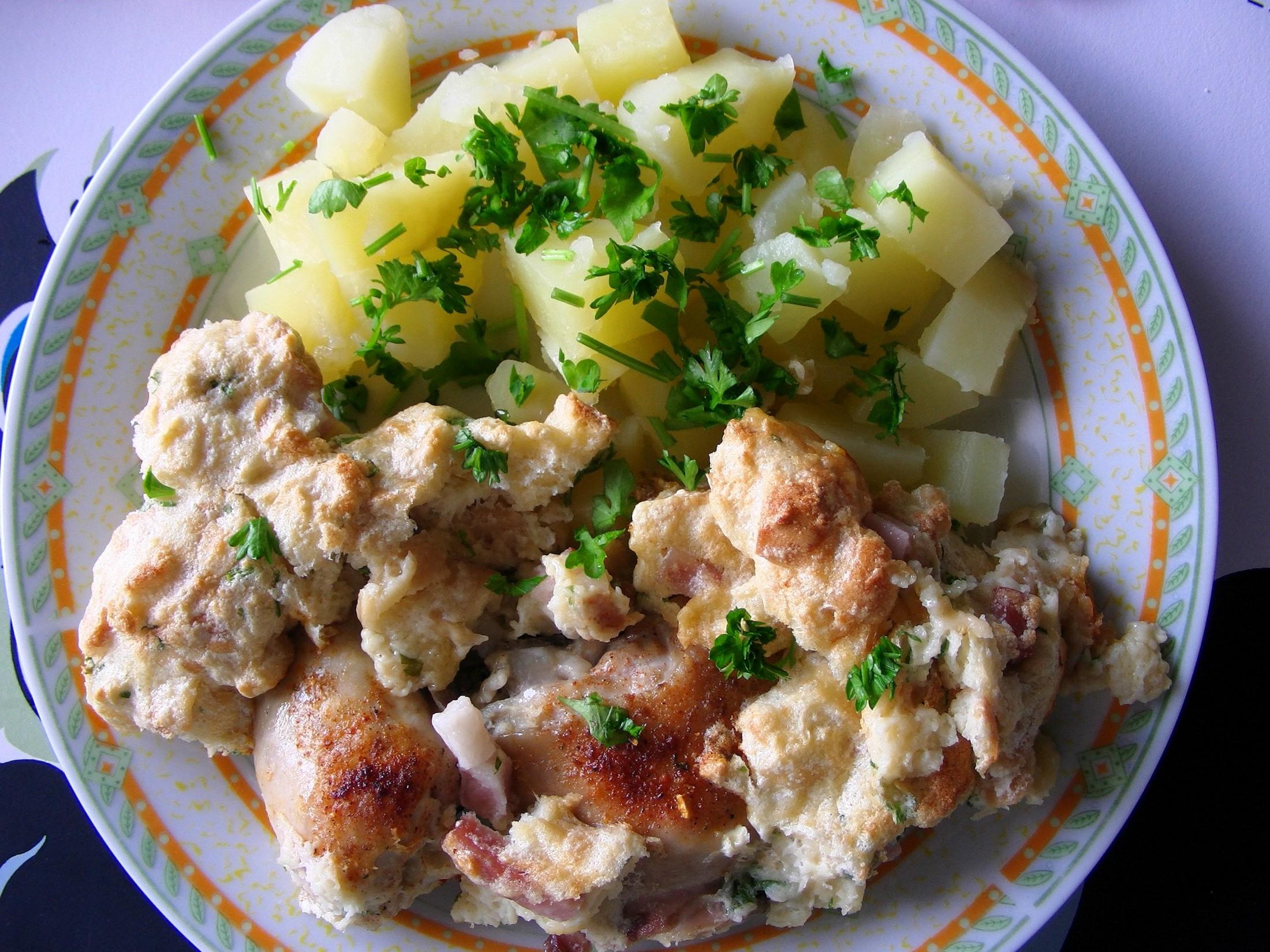 Fotografie receptu: Pečená kuřecí stehna s nádivkou okolo