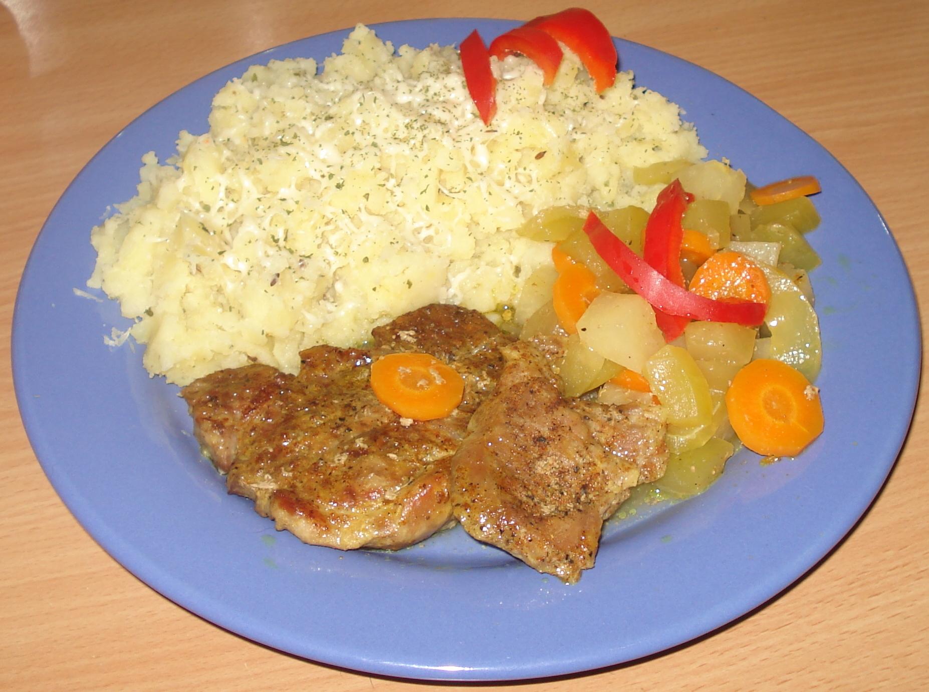 Vepřové na cuketě s mrkví a kedlubnou