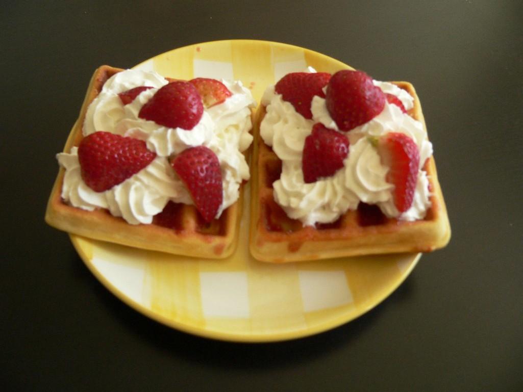 Fotografie receptu: Vafle s jahodami a šlehačkou