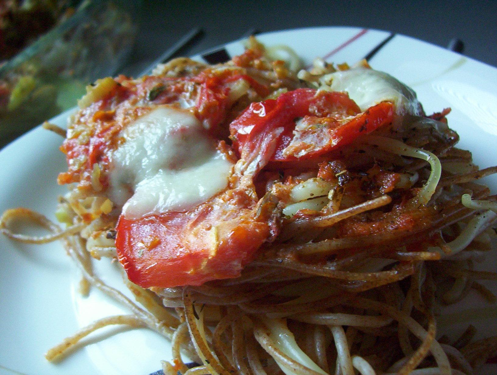 Špagety s rajčaty a pestem