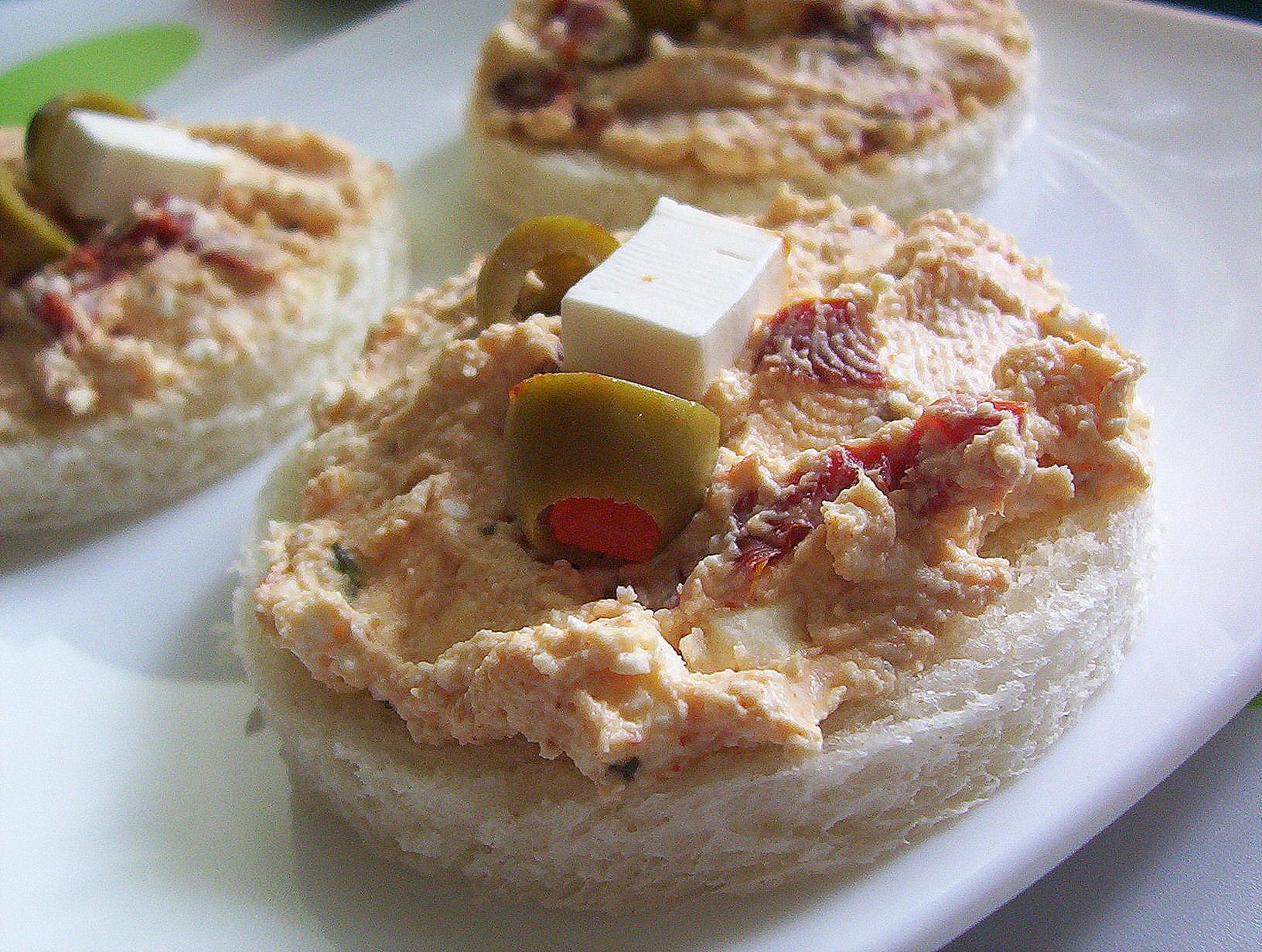 Fotografie receptu: Balkánská pomazánka se sušenými rajčaty