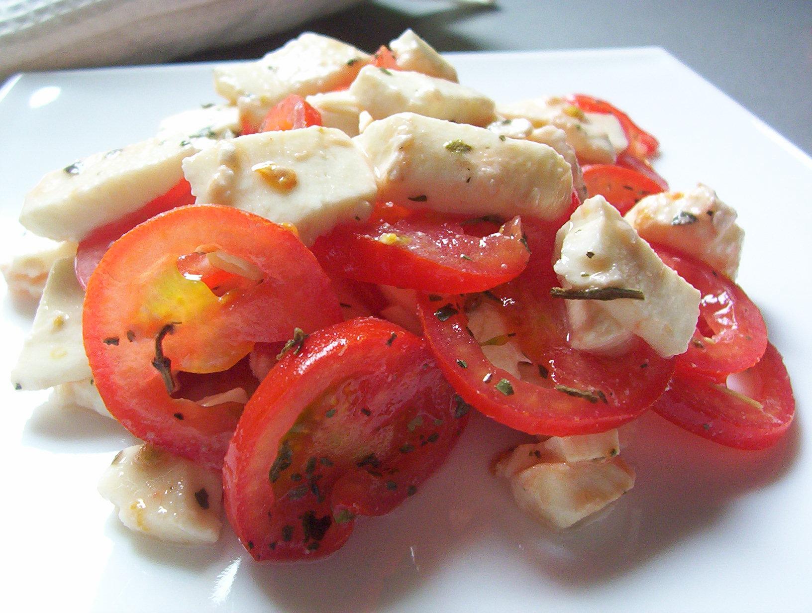 Rajčatový salát s mozzarelou