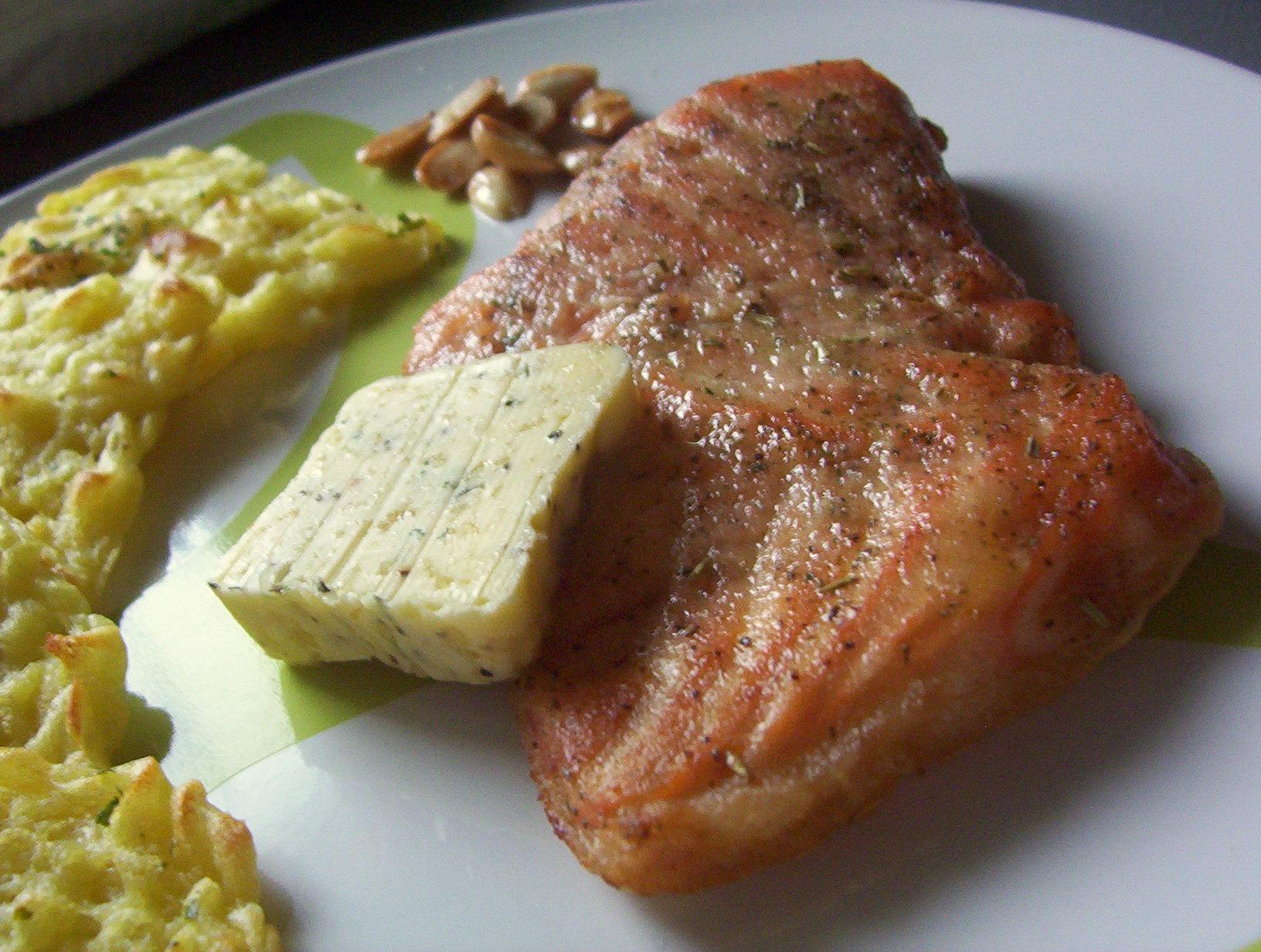 Fotografie receptu: Losos s česnekovým máslem