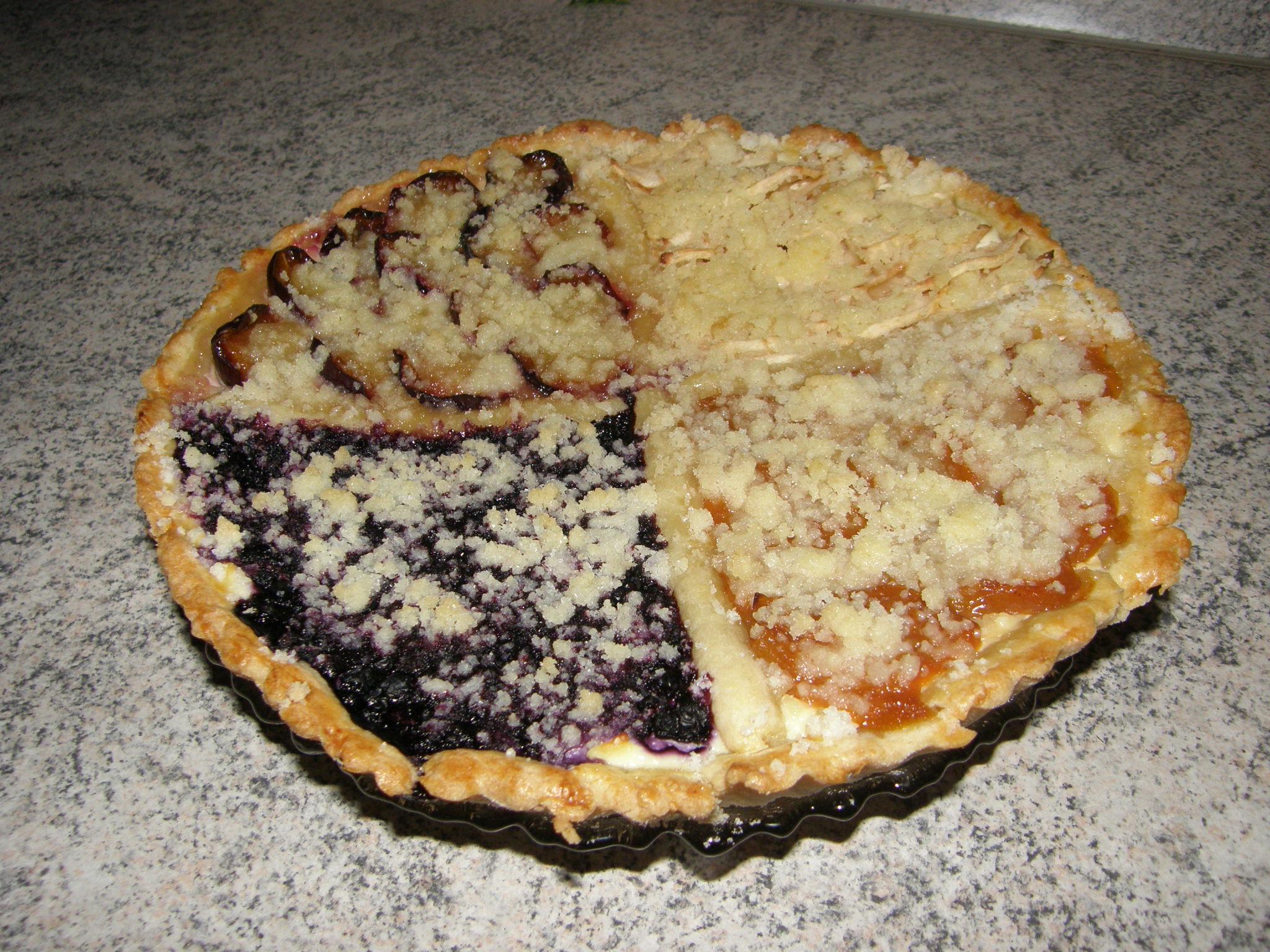 Čtyřbarevný ovocný koláč