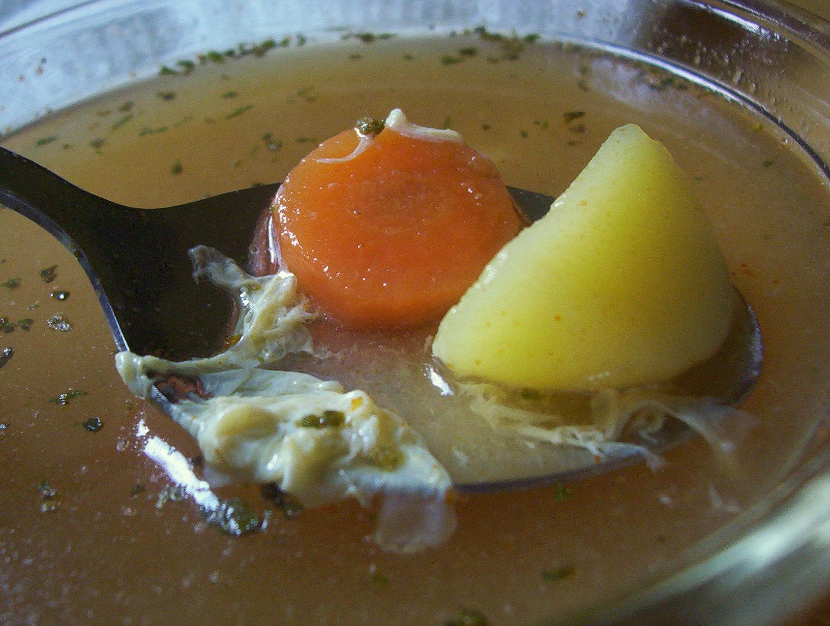 Česneková polévka s vejcem