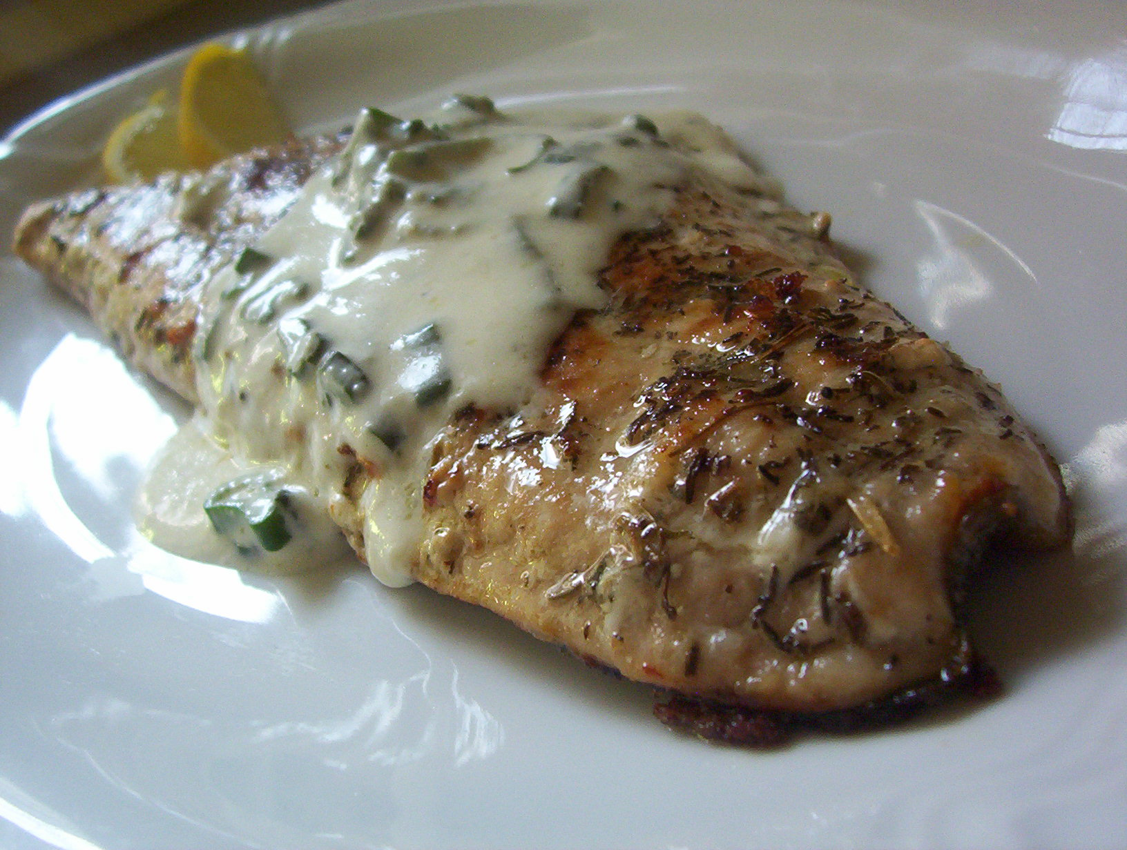 Fotografie receptu: Křupavý losos se smetanovým přelivem