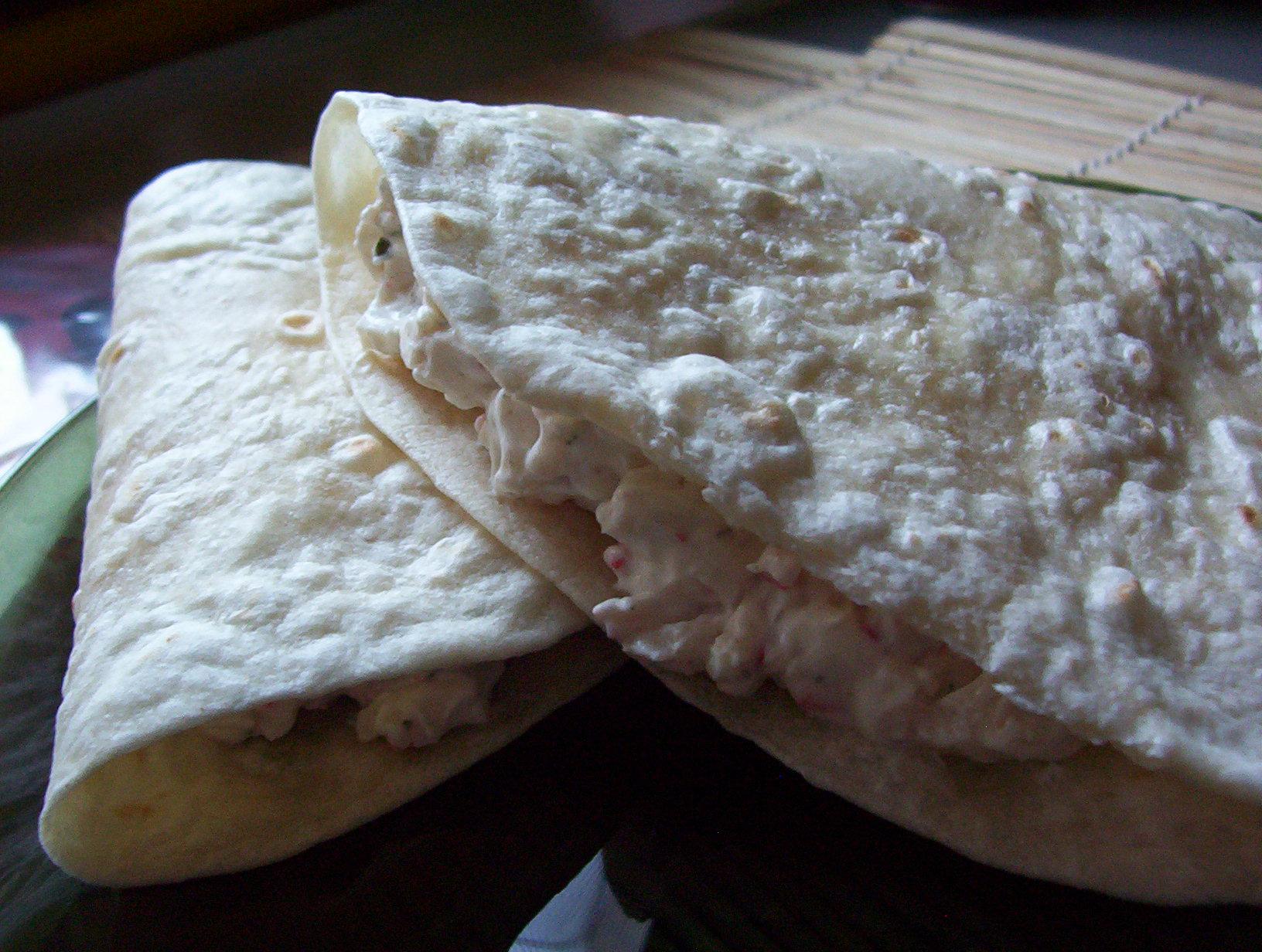 Fotografie receptu: Tortilla plněná krabí pomazánkou
