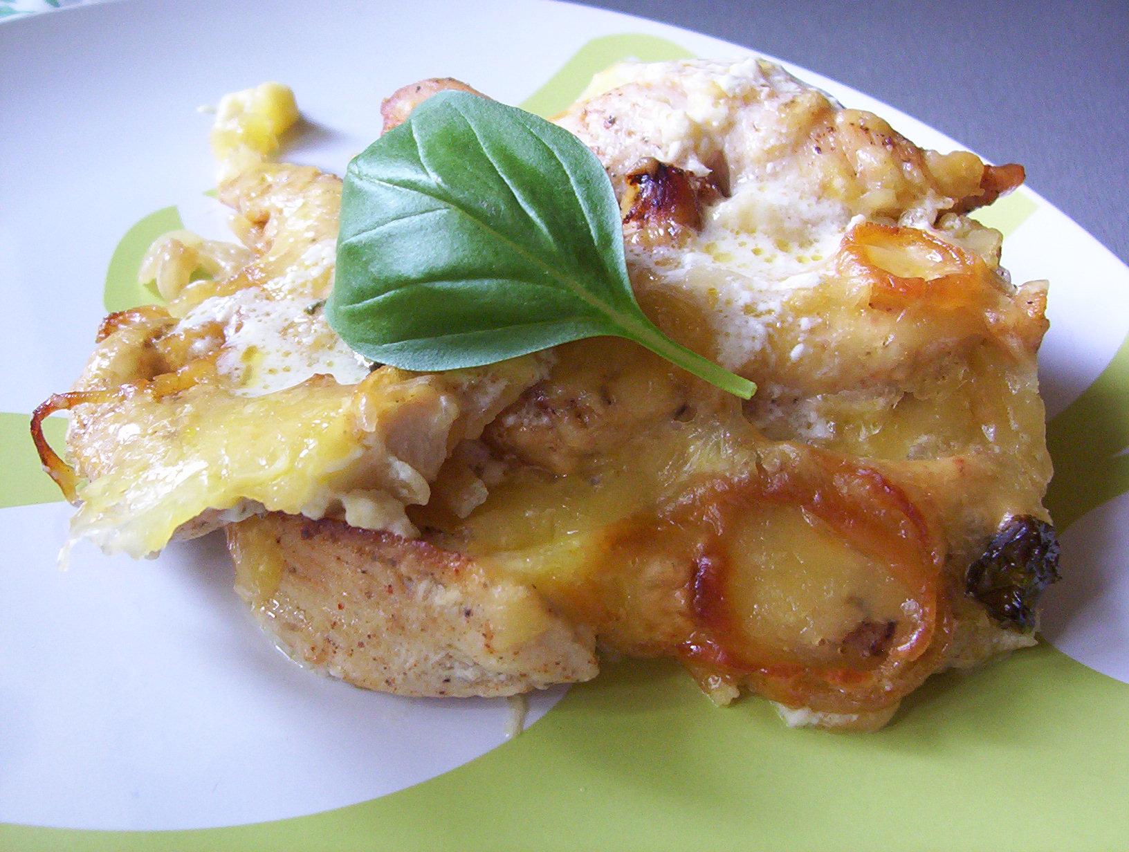 Fotografie receptu: Zapékané kuřecí s brambory a bazalkou