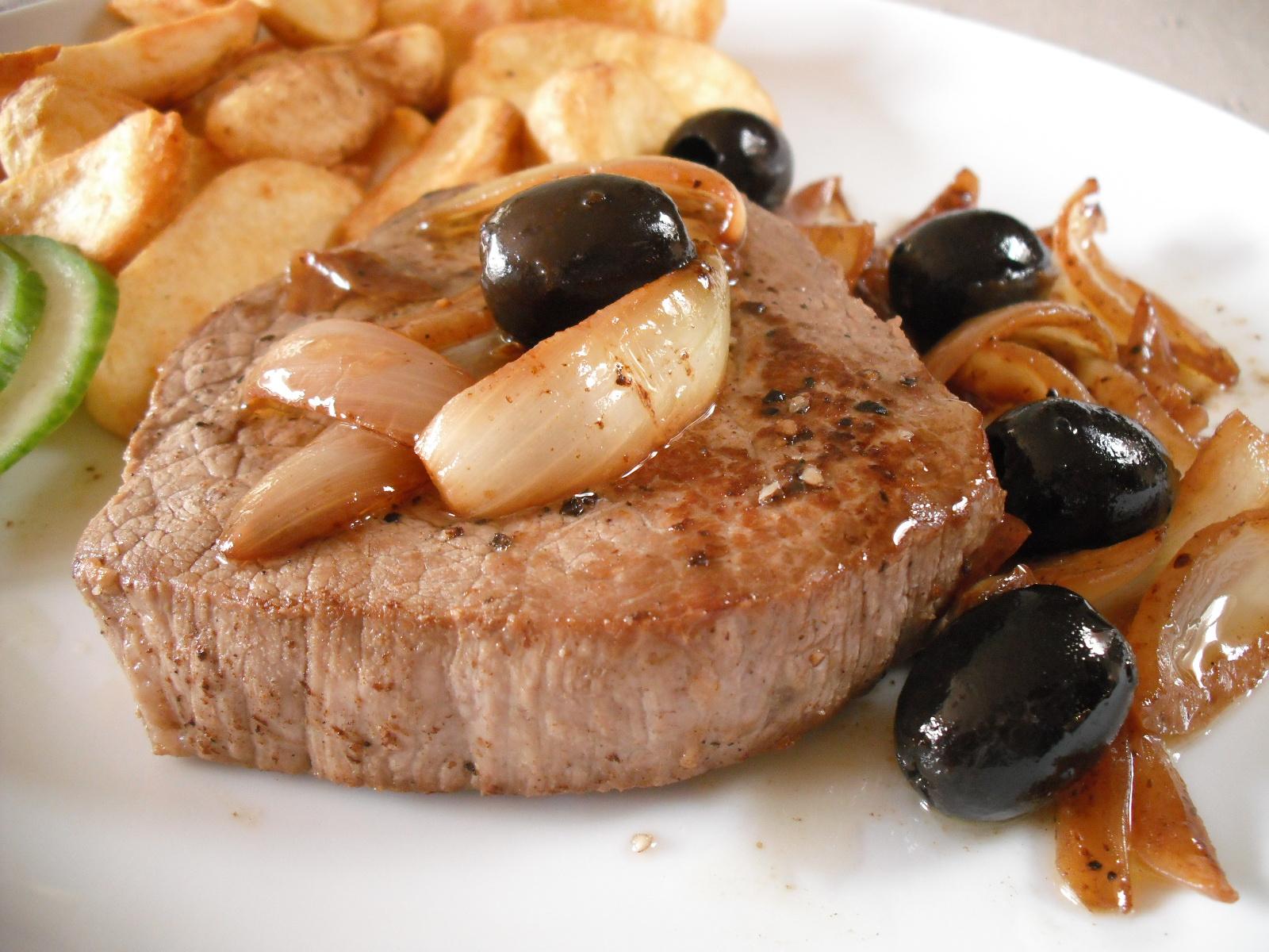 Hovězí steak s olivami