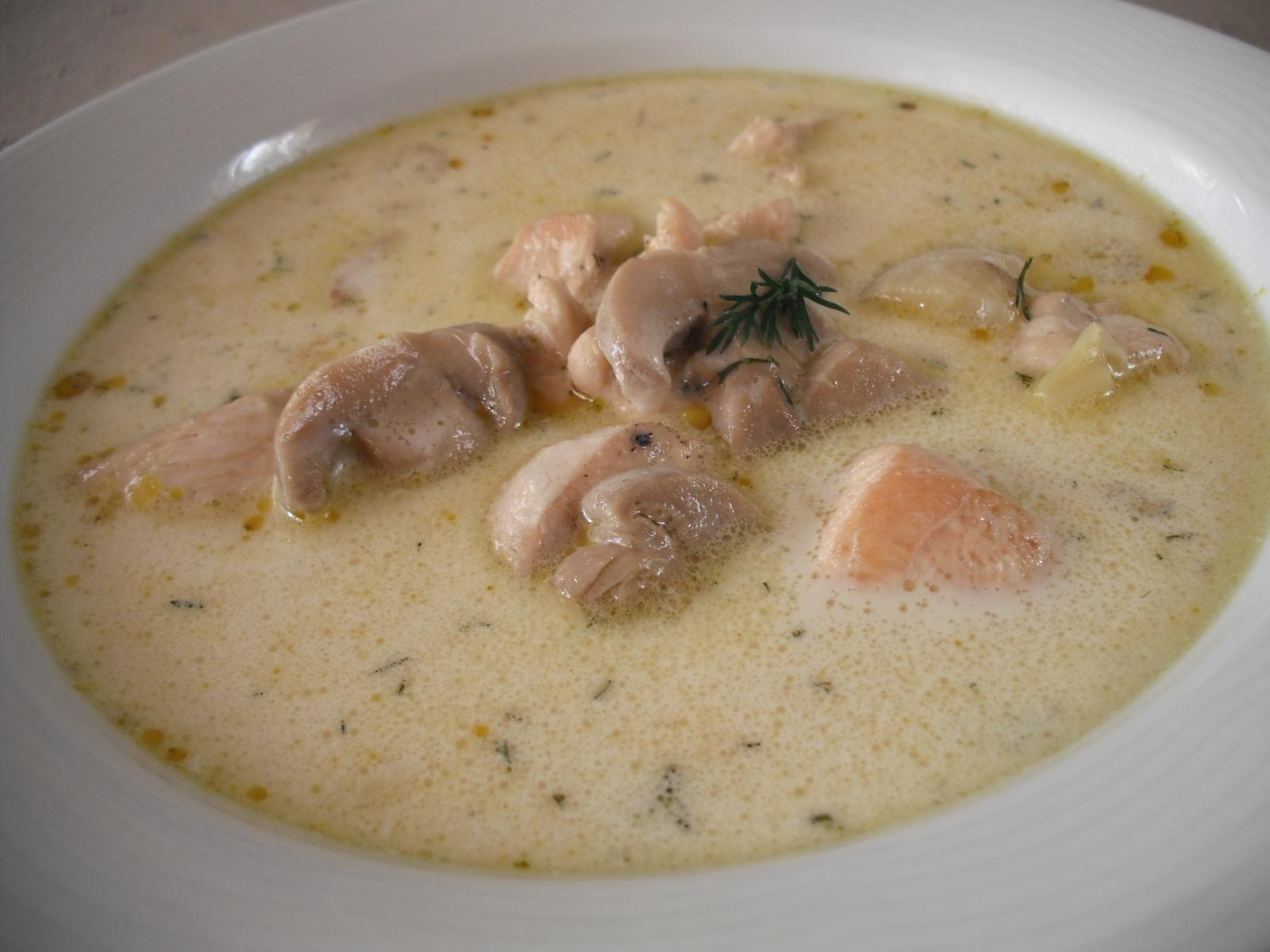 Bílá polévka s kuřecím masem