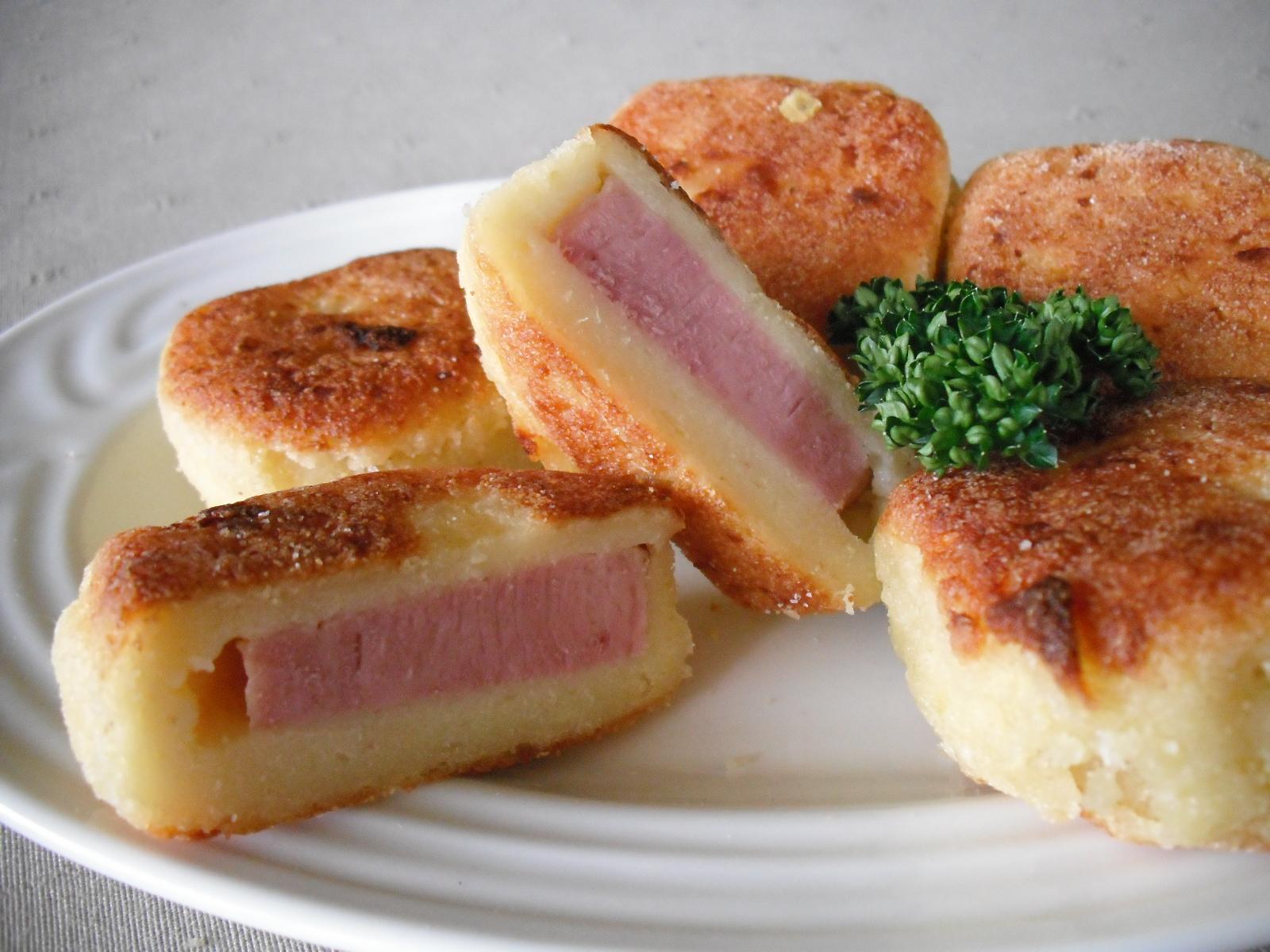 Fotografie receptu: Bramborové smaženky plněné uzeným masem