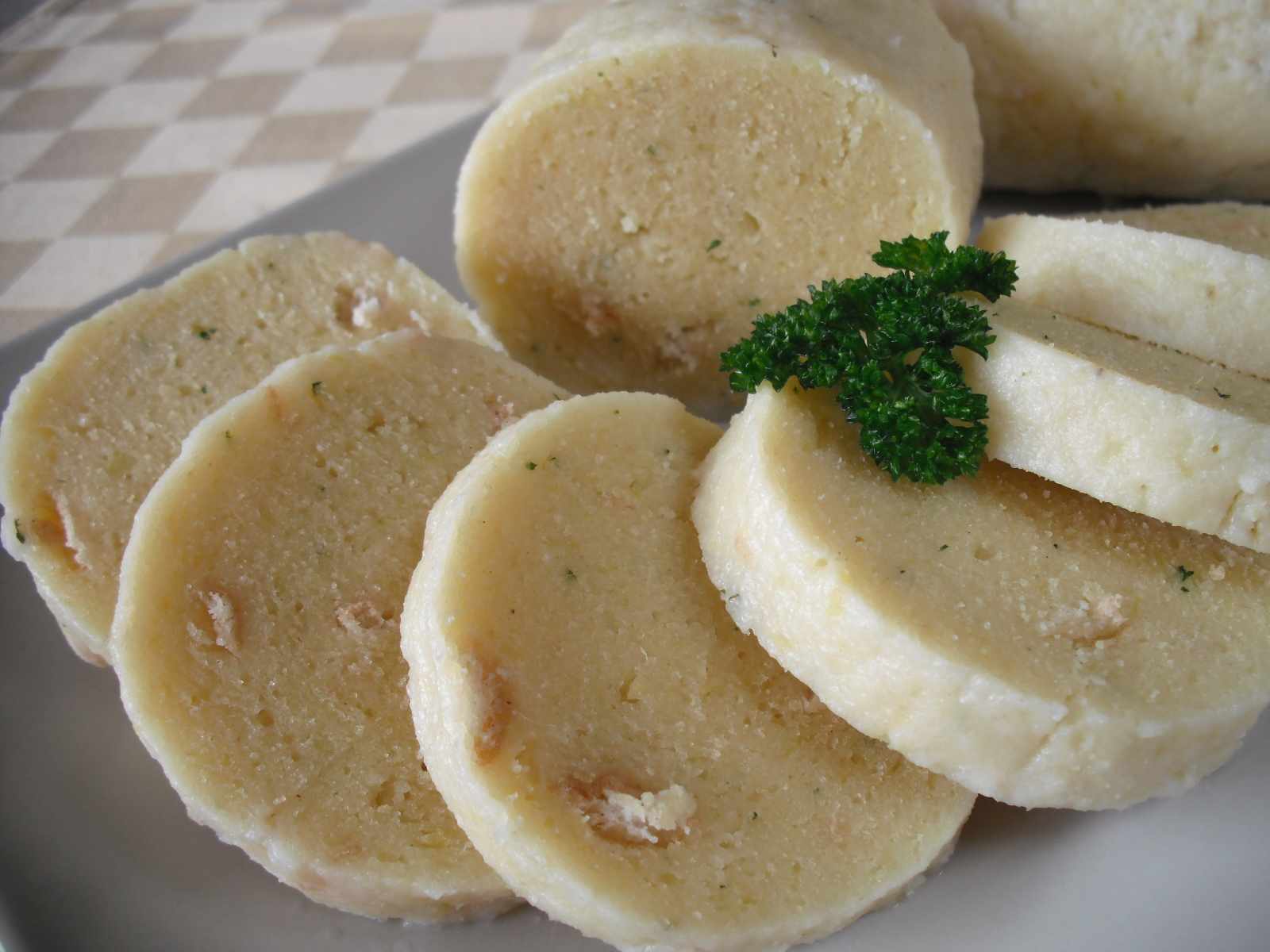 Domácí bramborové knedlíky s houskou