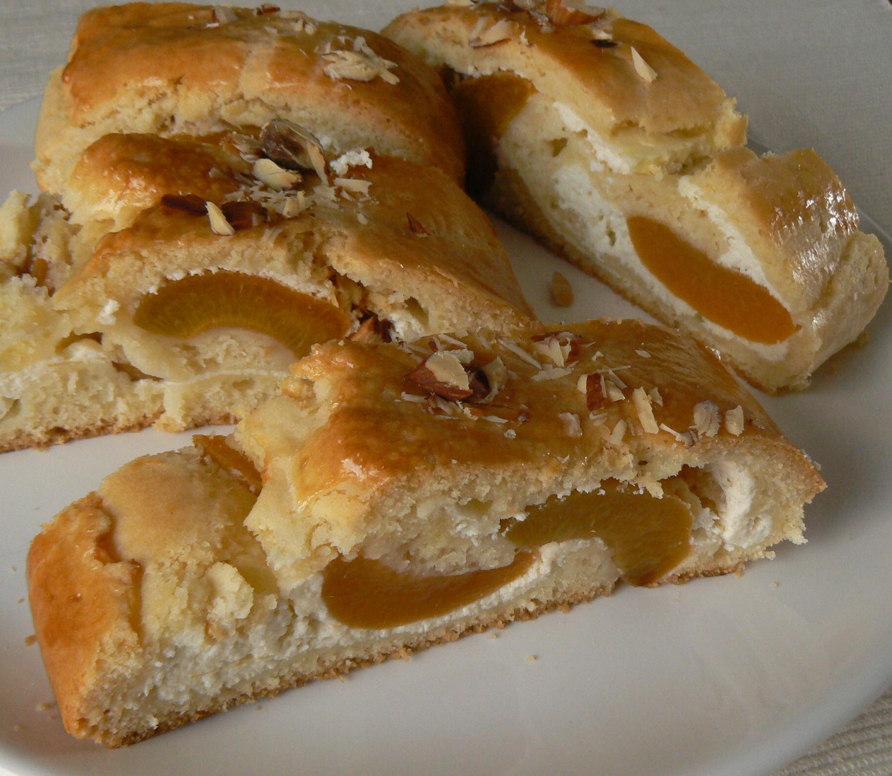 Fotografie receptu: Závin s tvarohem a meruňkami