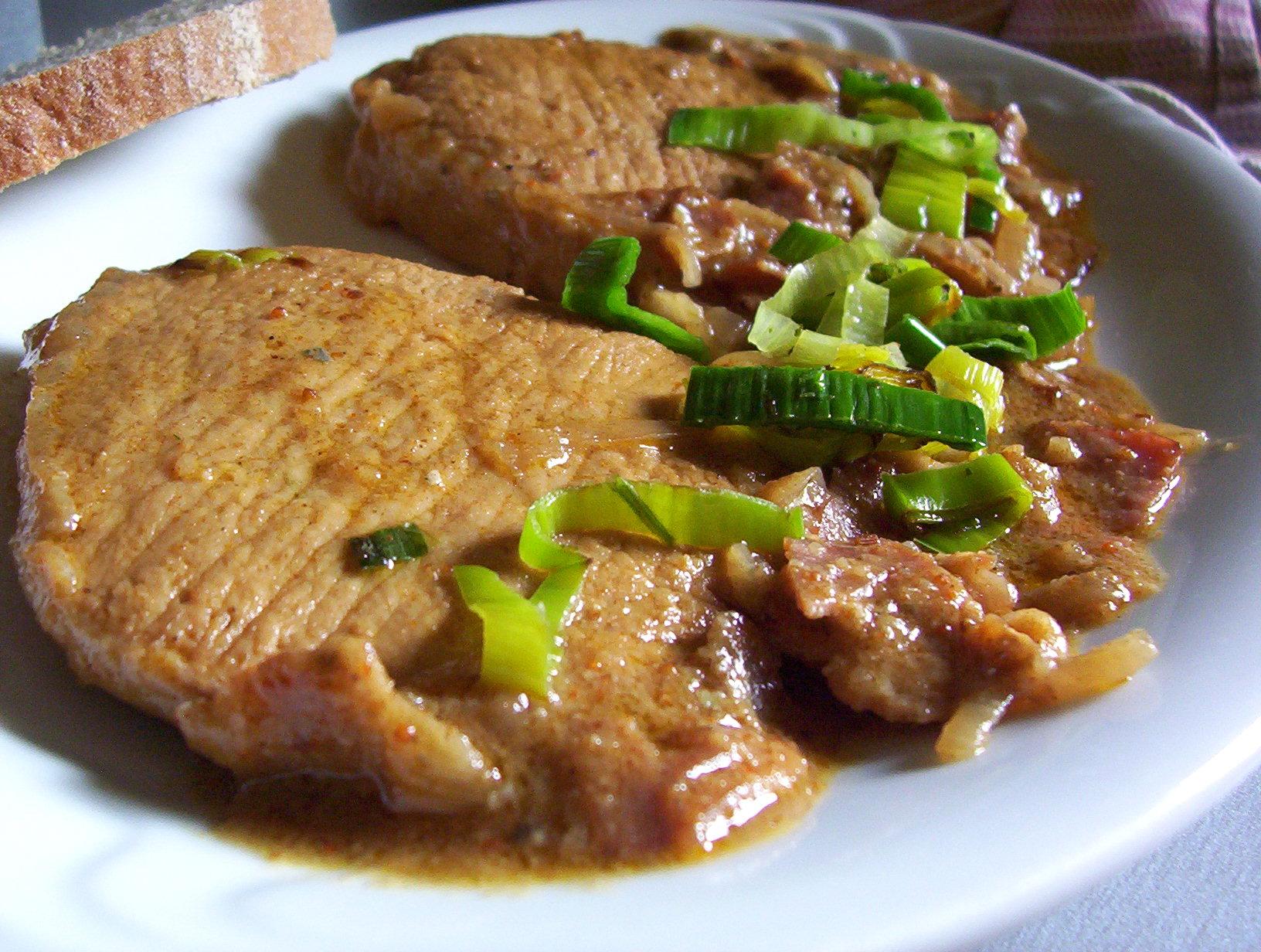 Fotografie receptu: Vepřová kotleta na cibuli