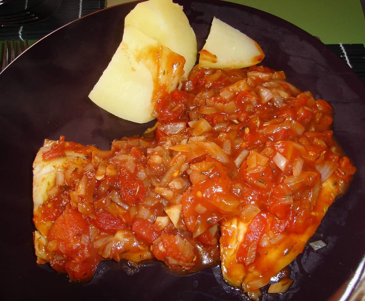 Fotografie receptu: Treska v rajčatové omáčce