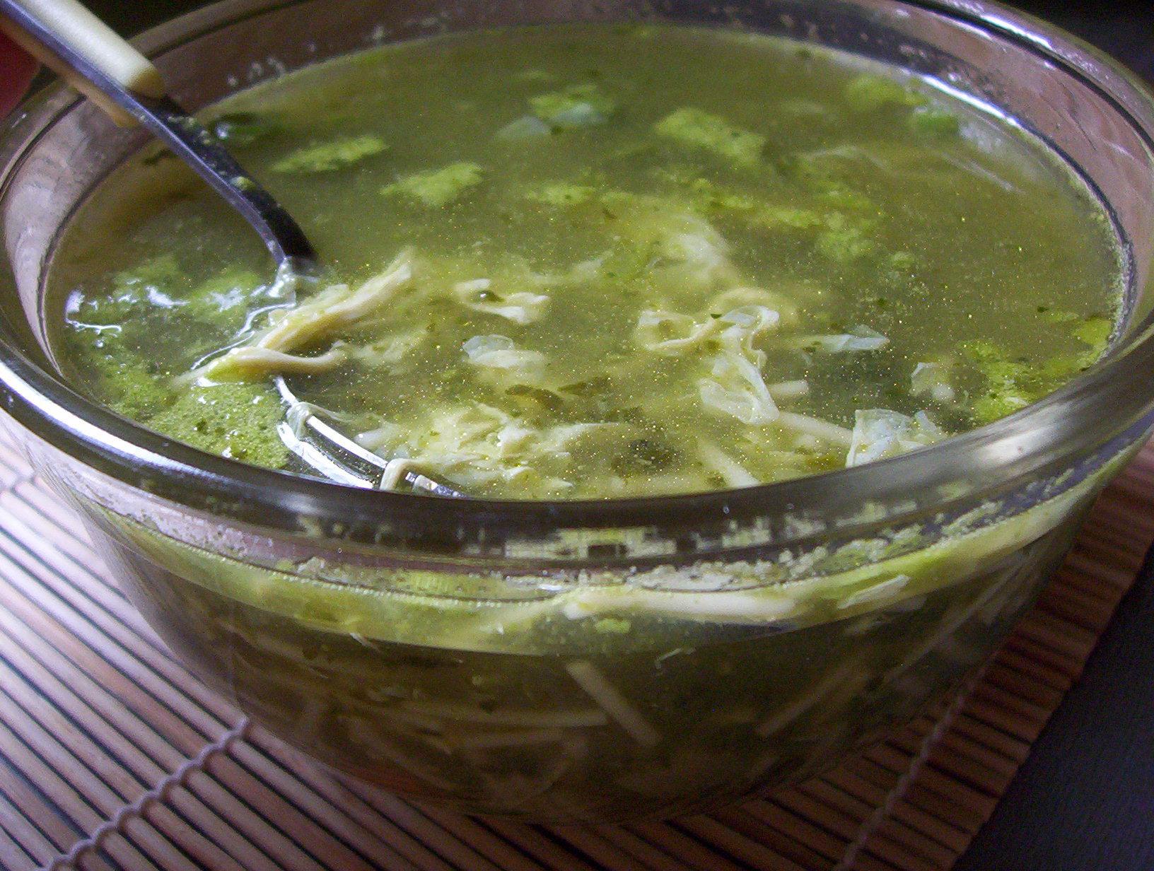 Nudlová špenátová polévka
