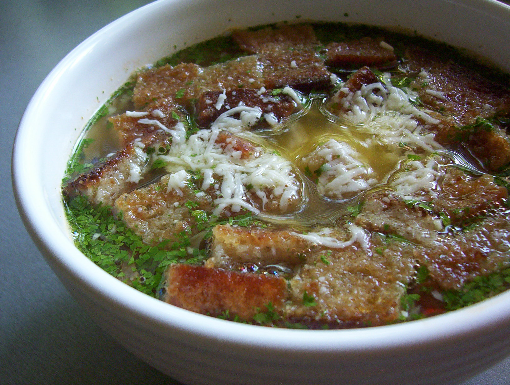 Fotografie receptu: Česneková polévka s krutony