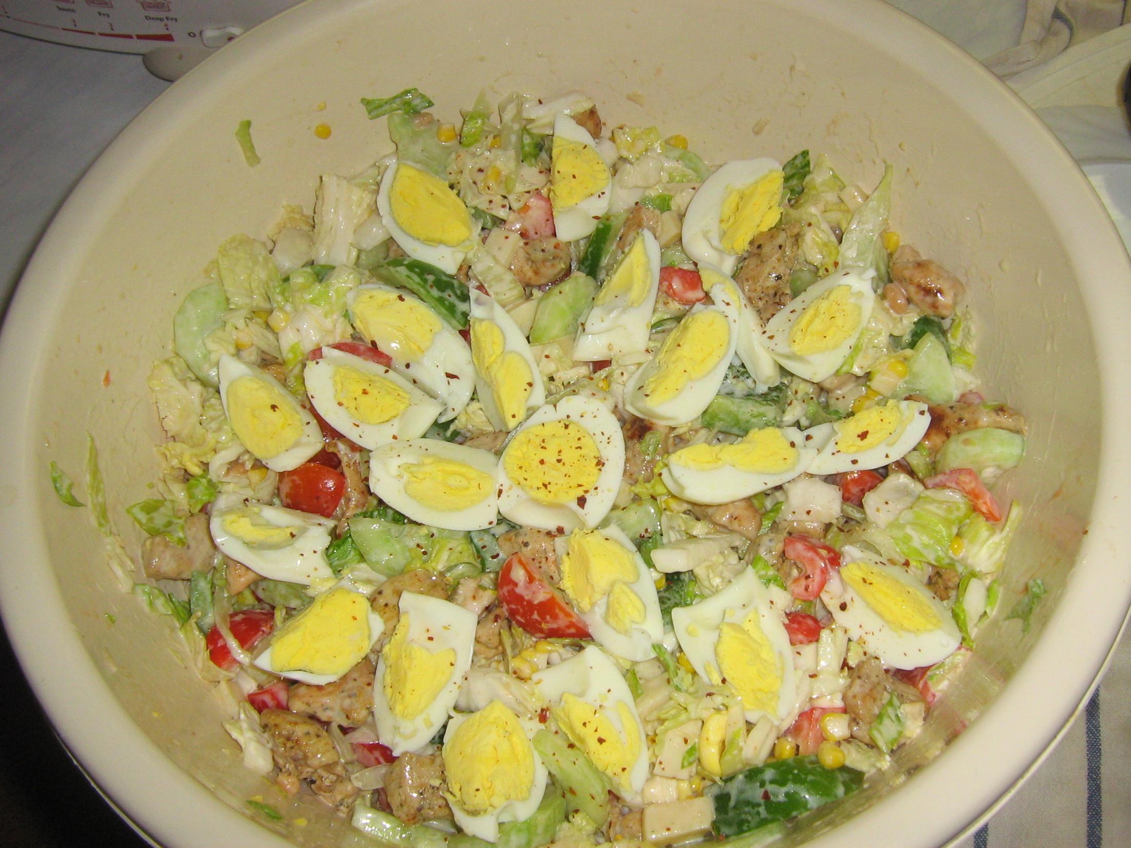 Lehký salát s kuřecím a krůtím masem