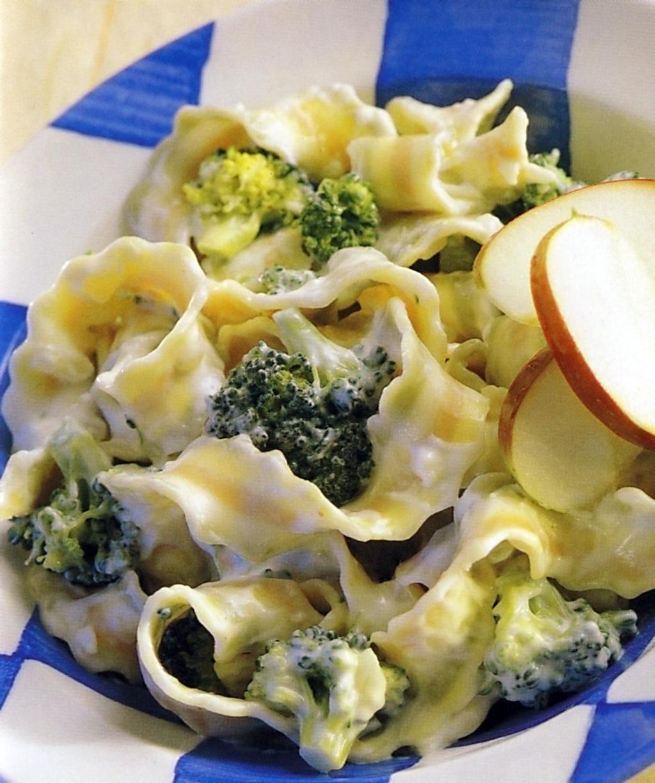 Těstoviny se smetanou a brokolicí