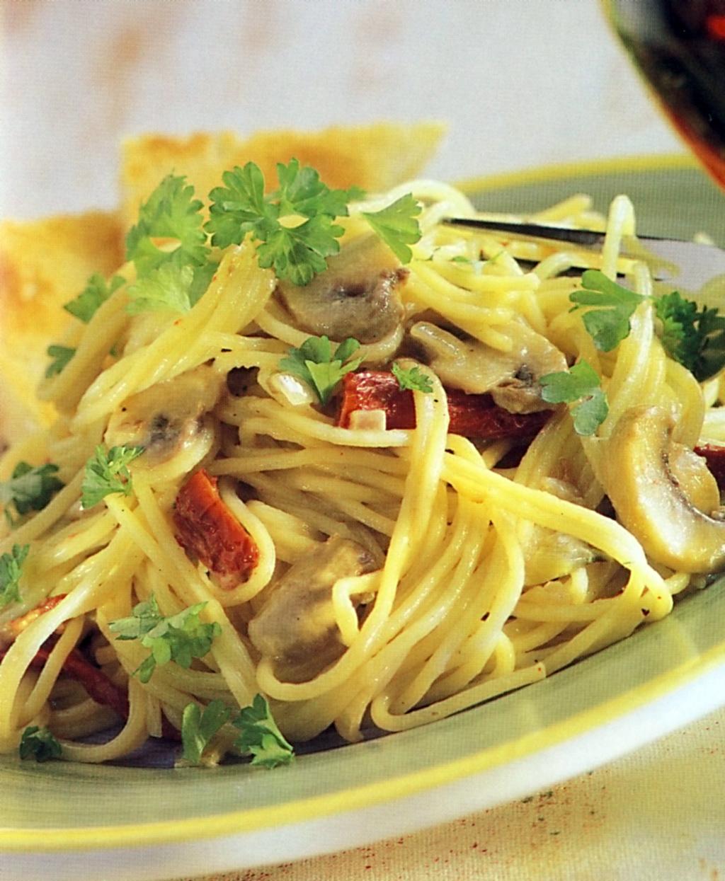 Špagety se žampiony na víně