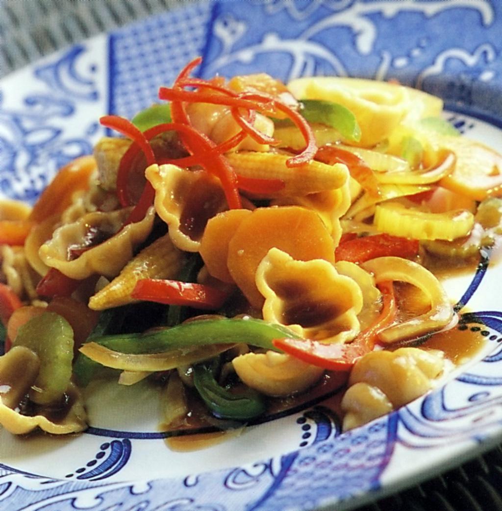 Těstoviny se zeleninou ve woku
