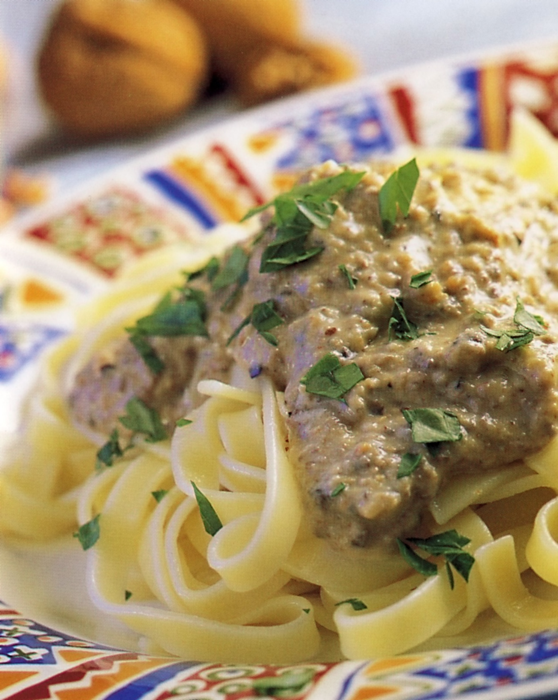 Fettuccine s chlebovou omáčkou s olivami a česnekem