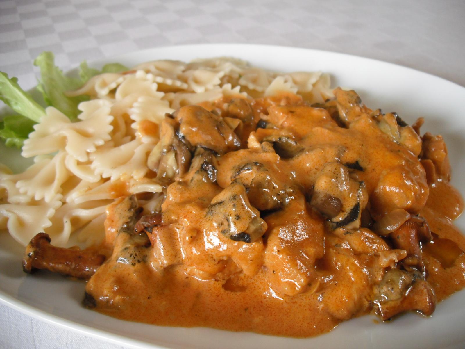 Kuřecí s houbami na paprice