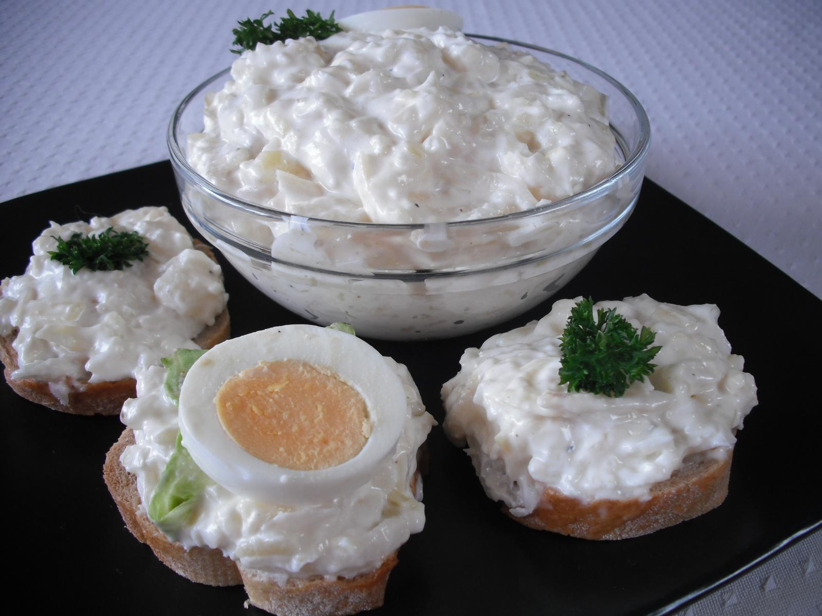 Celerový salát s bramborem a vejci