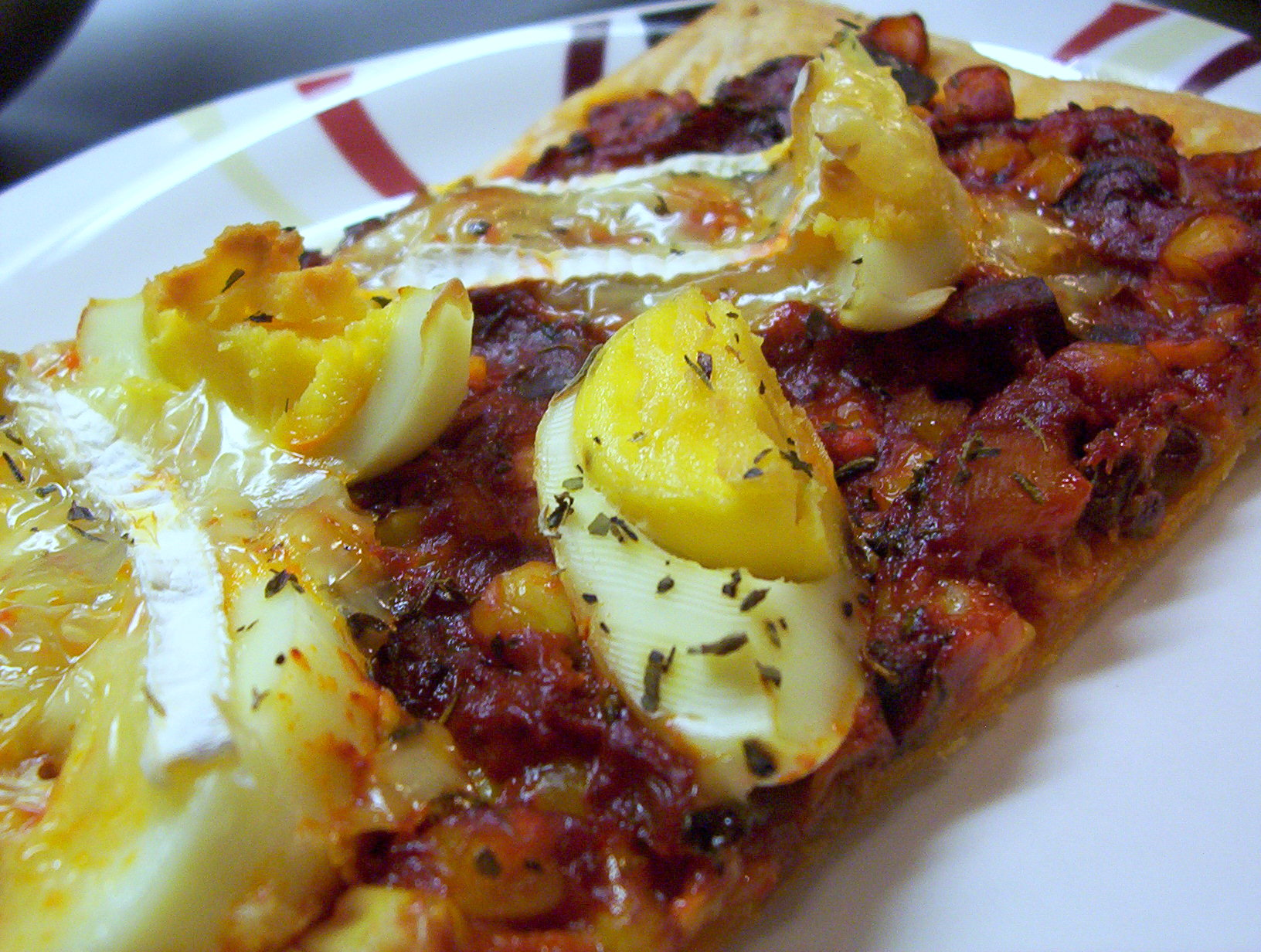 Pizza s houbovou směsí