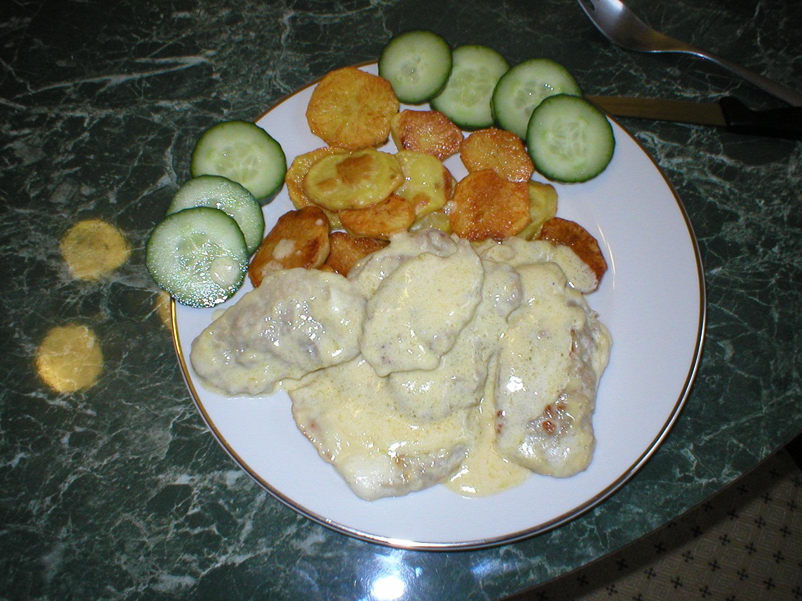 Hovězí svíčková s pečeným bramborem