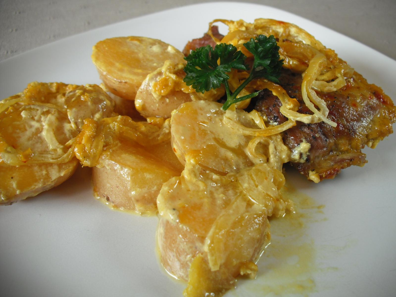 Fotografie receptu: Zapečené kotletky s bramborem v kari omáčce