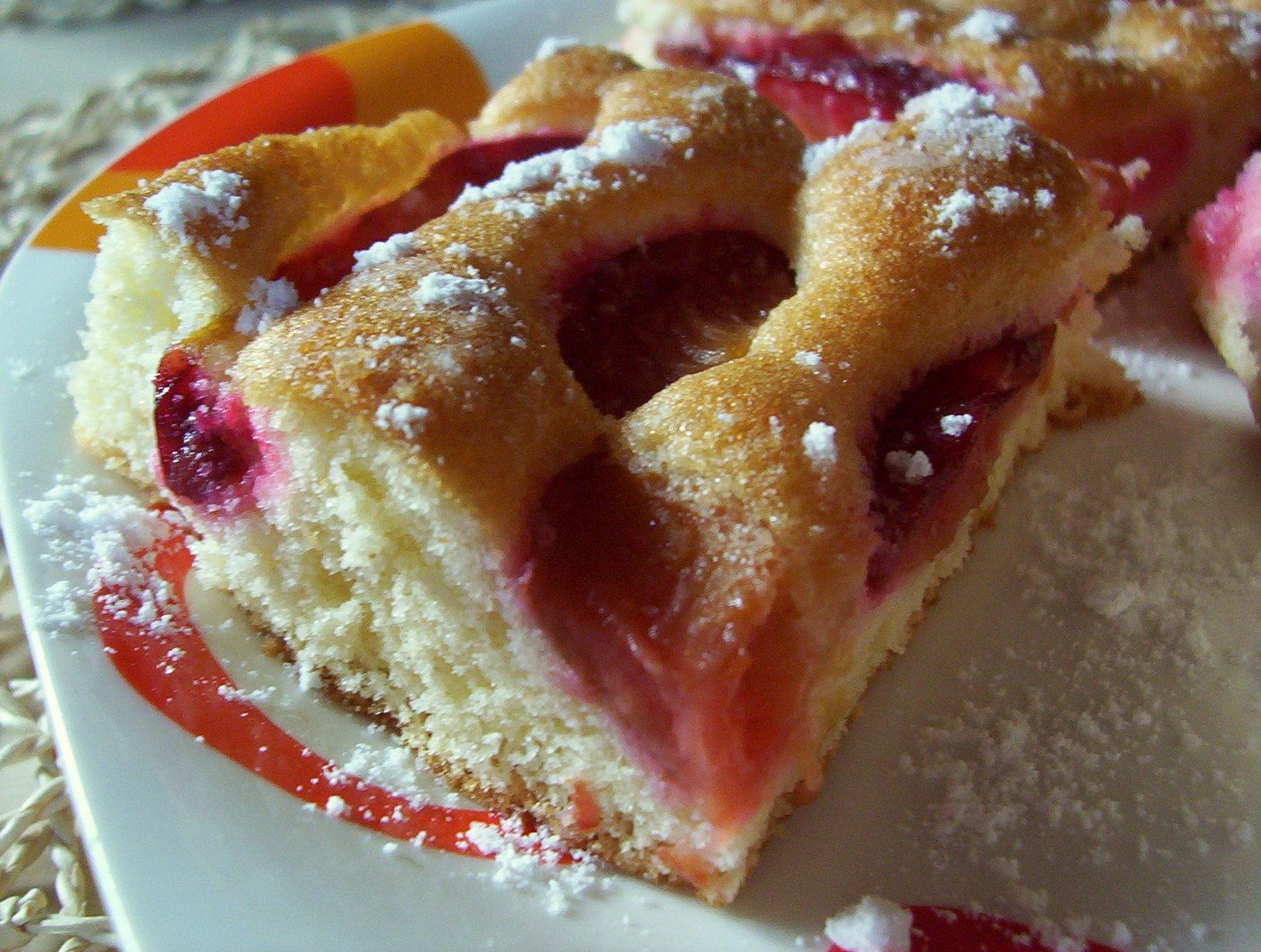 Fotografie receptu: Švestkový koláč z piškotového těsta
