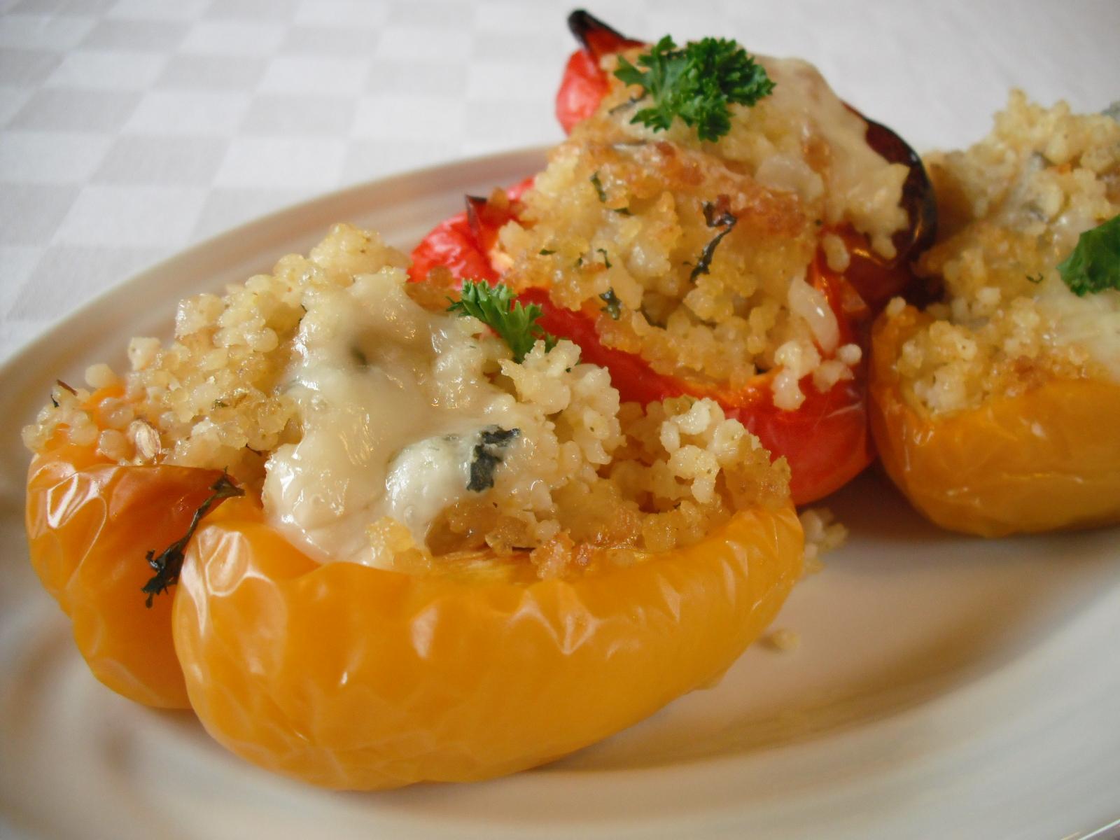Fotografie receptu: Zapečené papriky s jáhlovou nádivkou