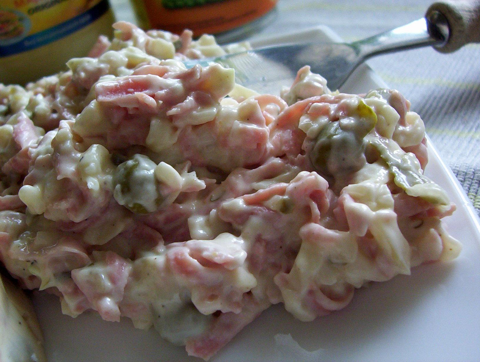 Majonézový salát se šunkou