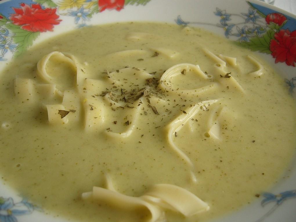 Brokolicovo-hrachová krémová polévka