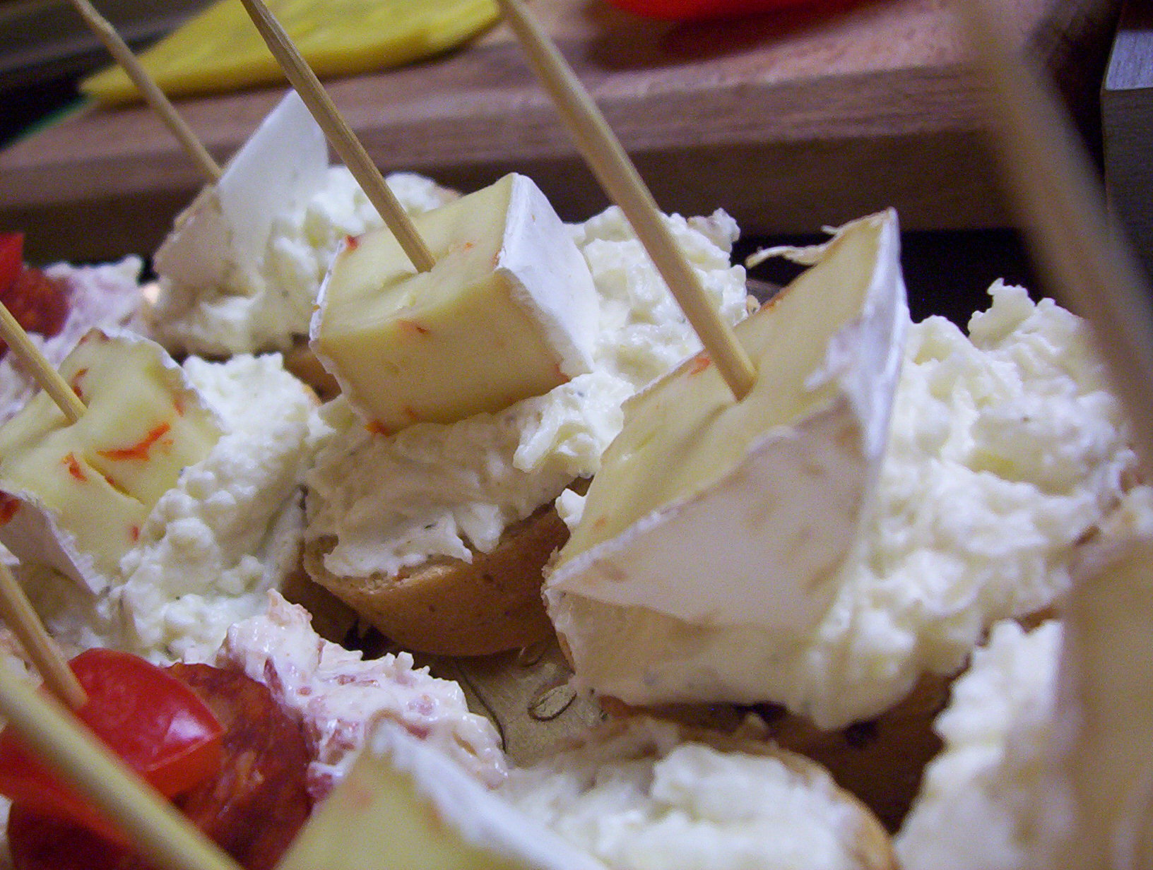 Jednohubky se sýrovou pomazánkou