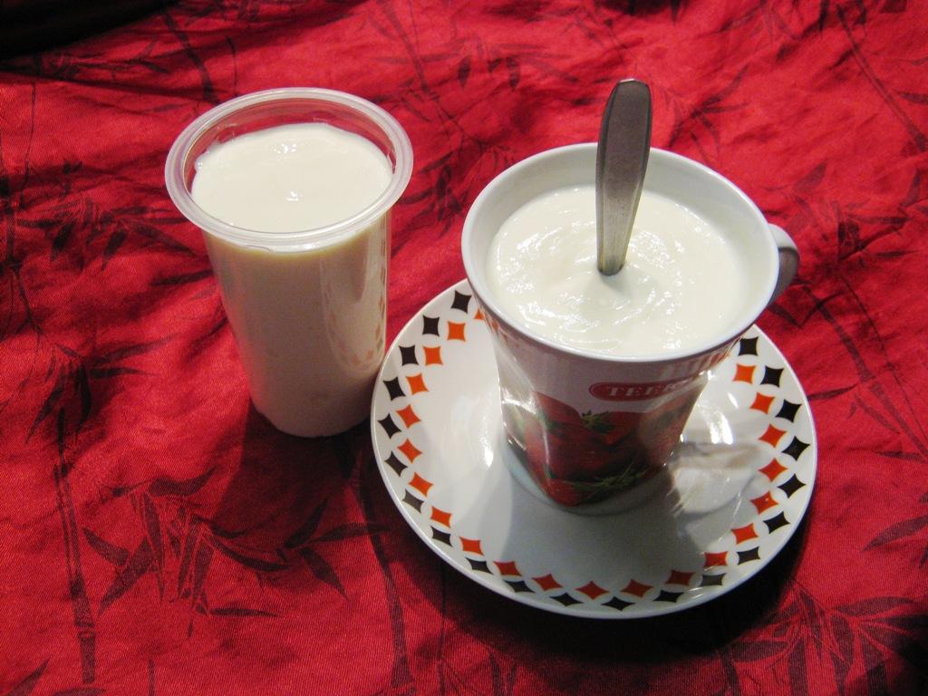 Bílý sladký jogurt