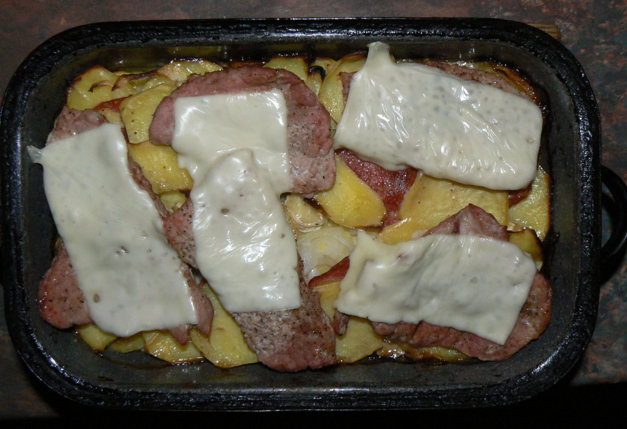 Zapečené brambory s hermelínem a vepřovým