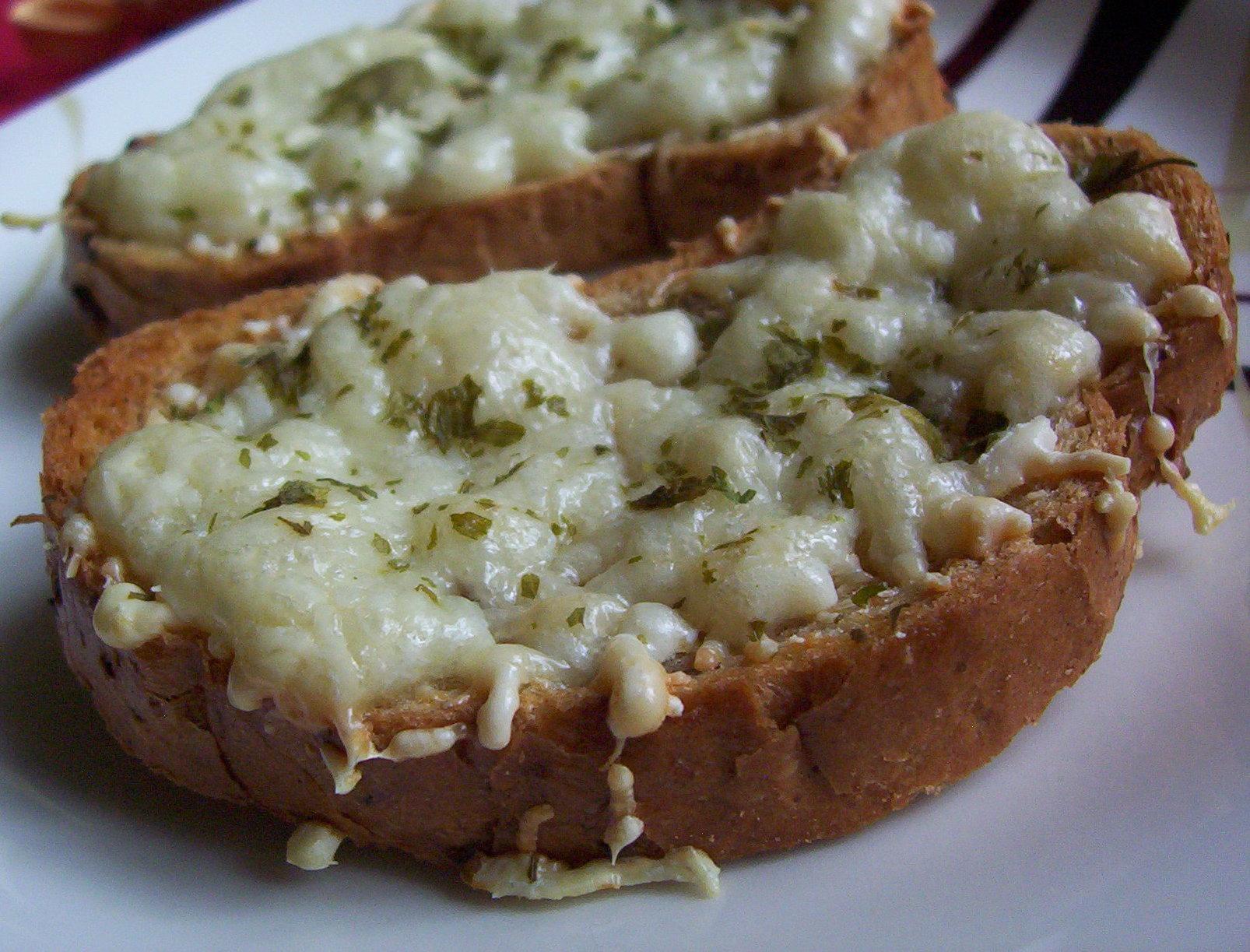 Fotografie receptu: Česnekové toasty