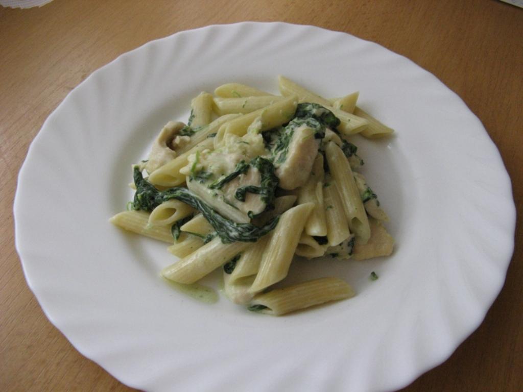 Fotografie receptu: Penne s kuřecím masem, nivou a špenátem