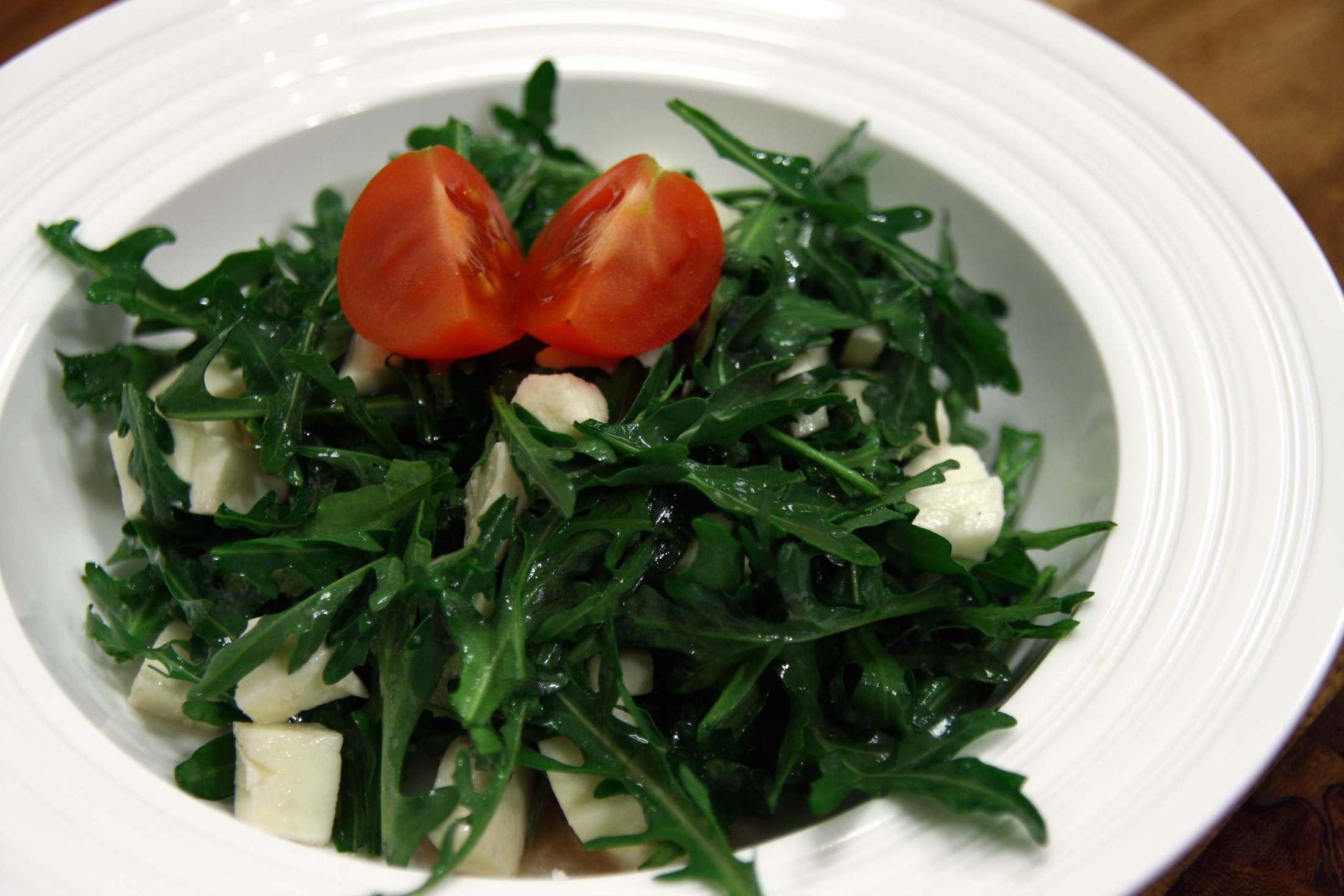 Fotografie receptu: Salát z rukoly a mozzarelly