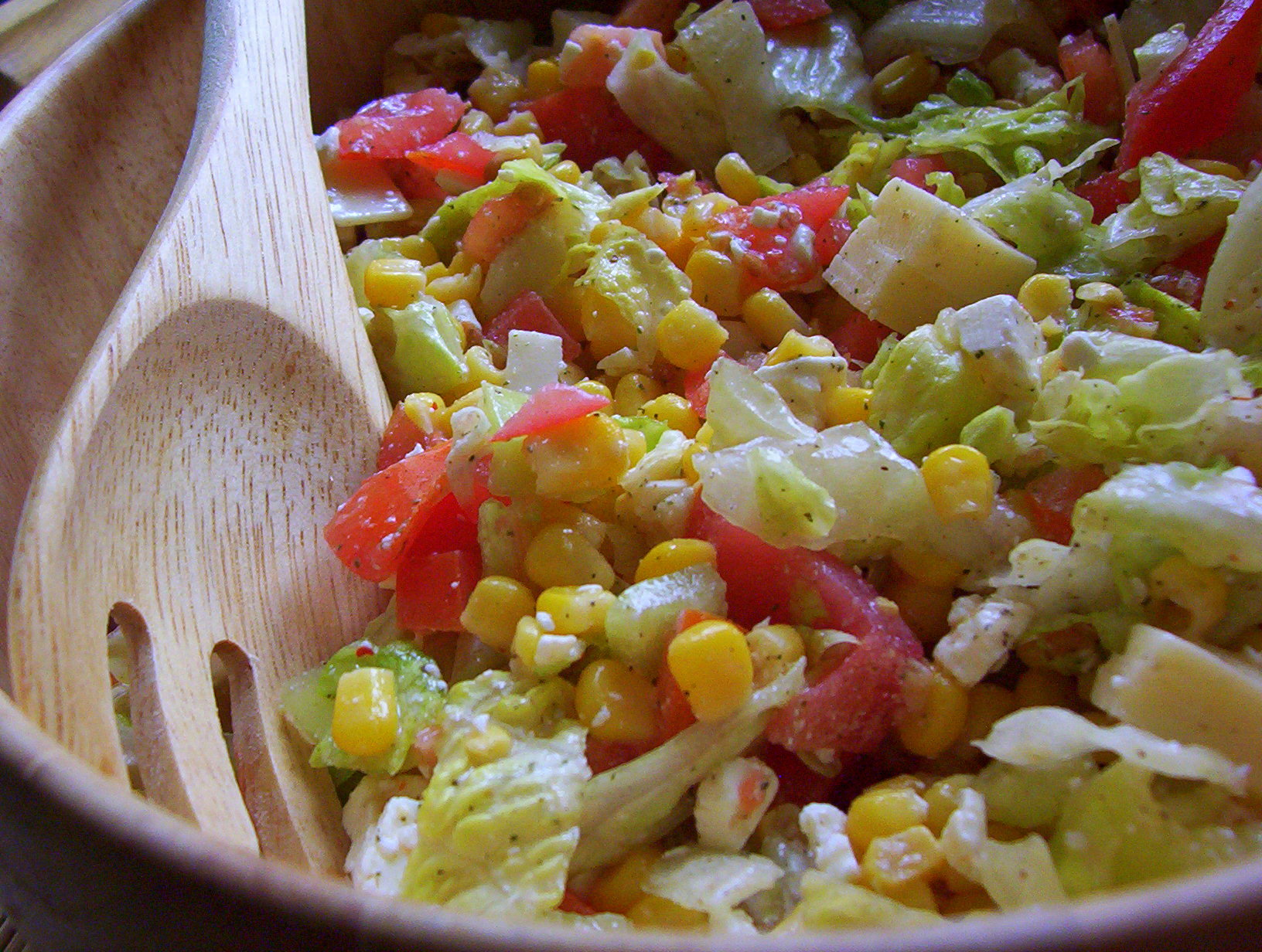 Zeleninovo-sýrový salát s bylinkami