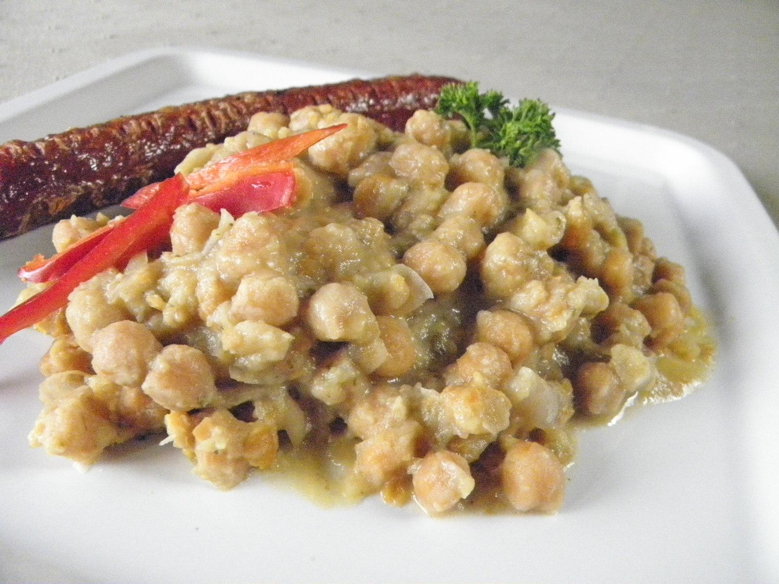 Fotografie receptu: Česneková cizrna s bramborem