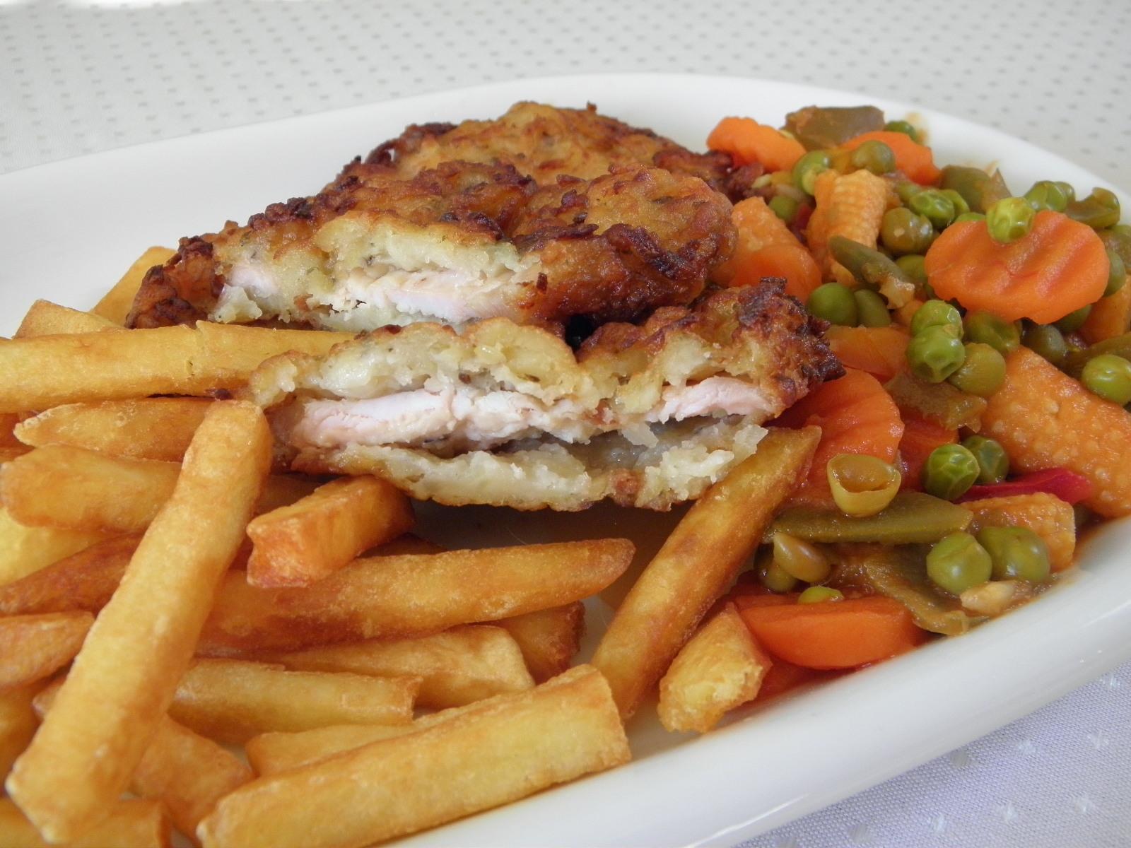 Smažené kuřecí plátky se zeleninou