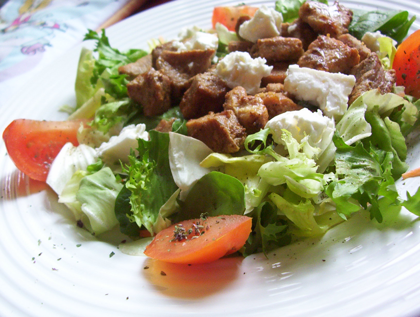 Fotografie receptu: Vepřové kostky na čerstvé zelenině