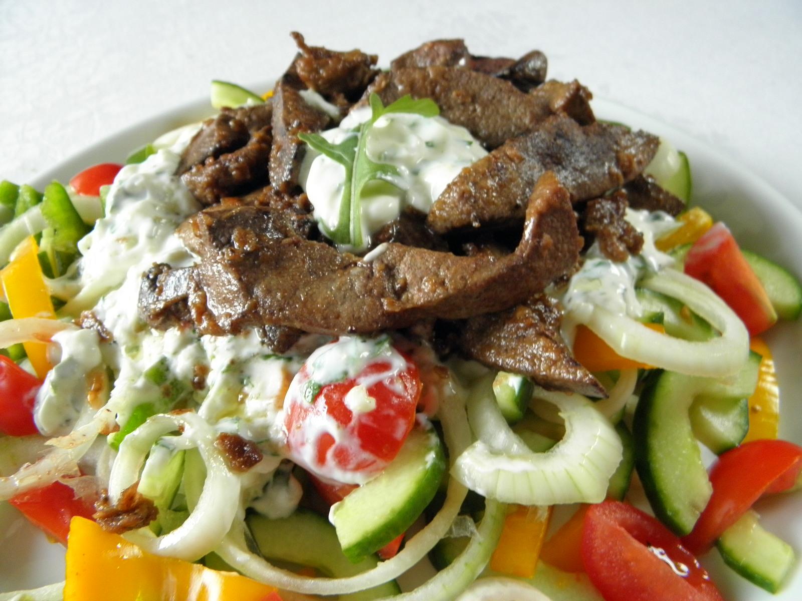 Fotografie receptu: Vepřová játra na čerstvé zelenině